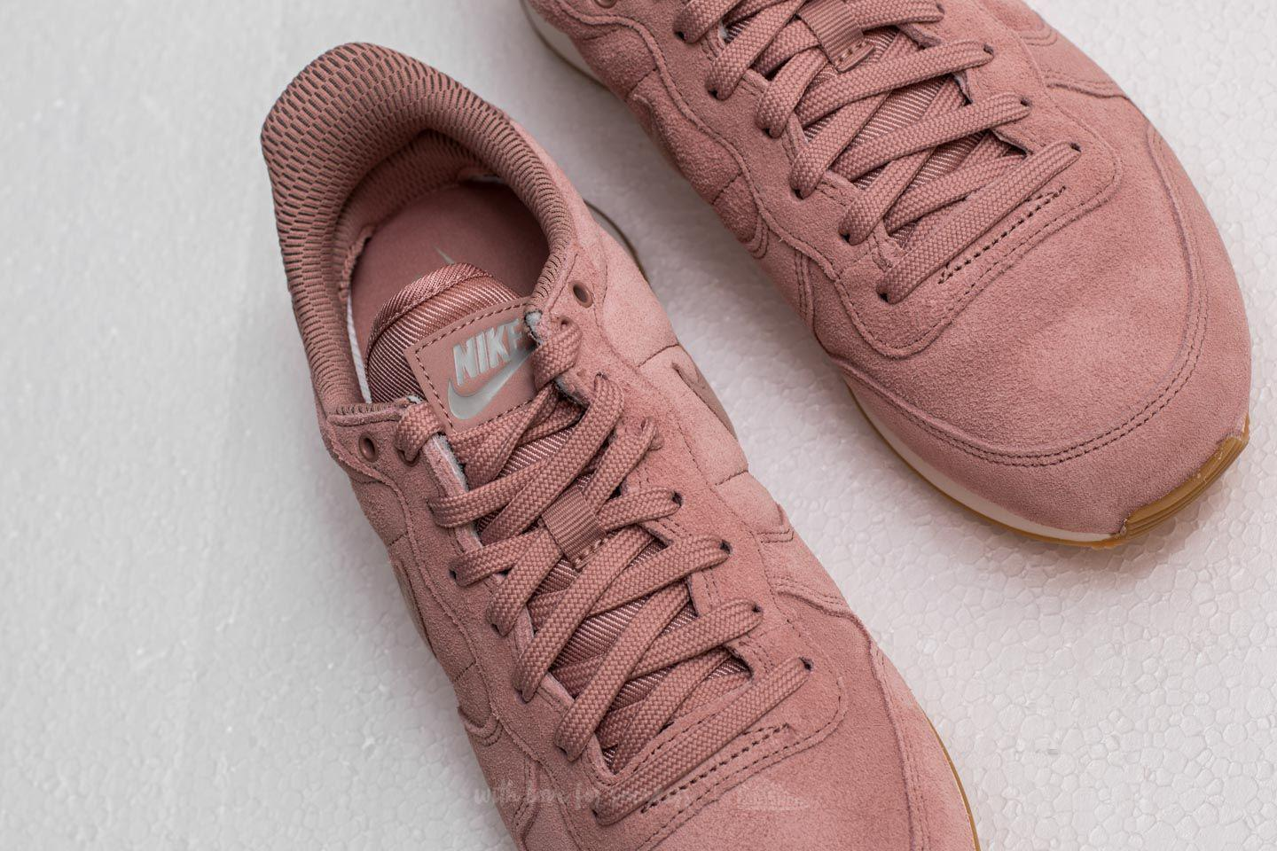 nike internationalist trainers in particle pink