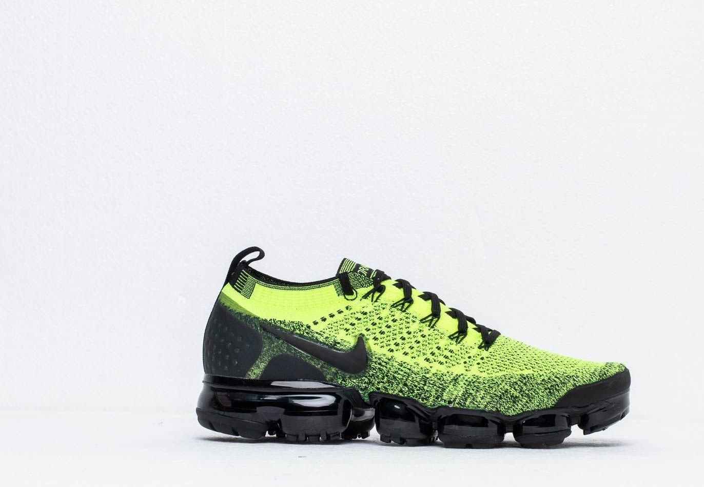 Nike Air Vapormax Flyknit 2 in Yellow
