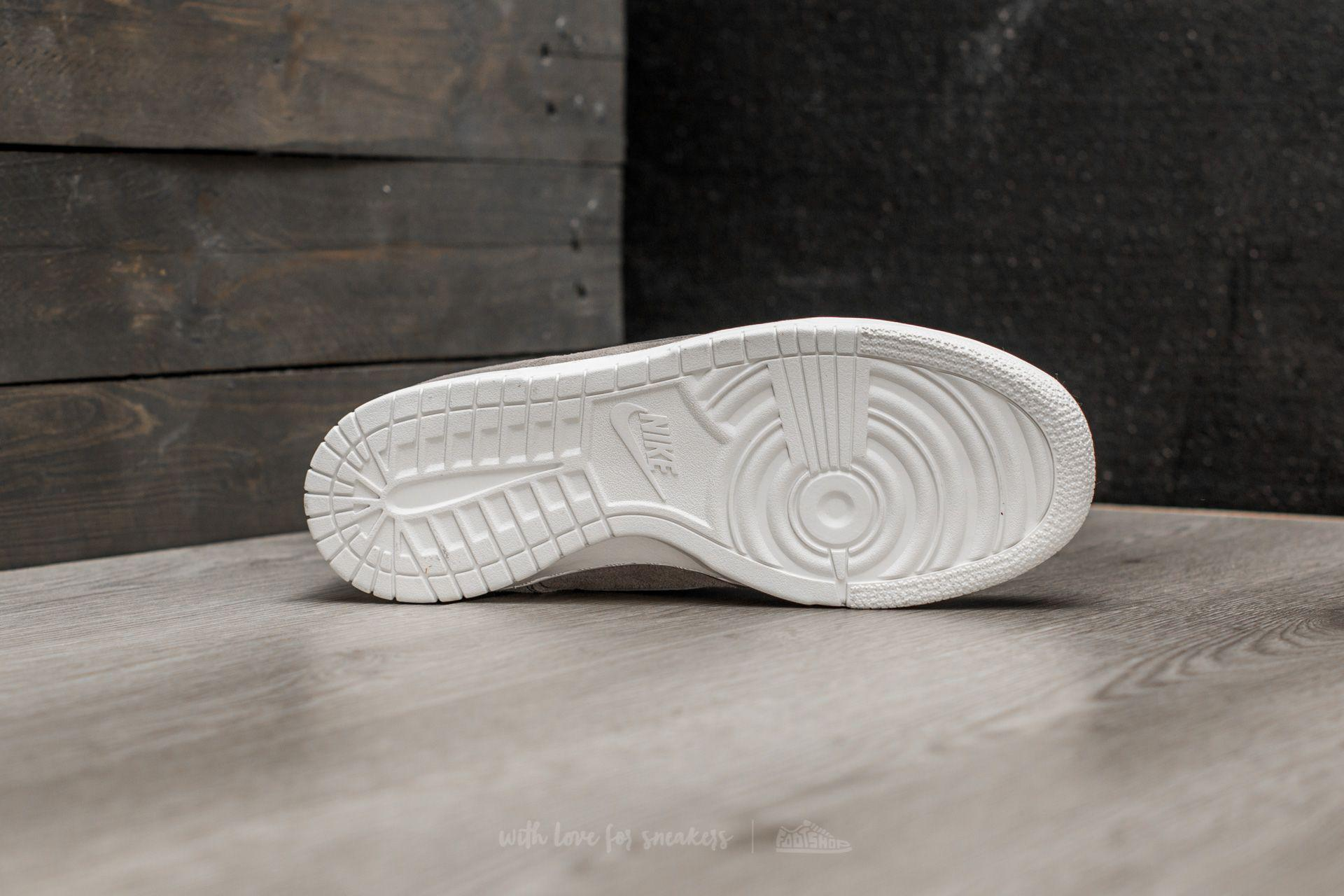 new product aff2b af0af Women's Dunk Low Se (gs) Dust/ Dust-summit White