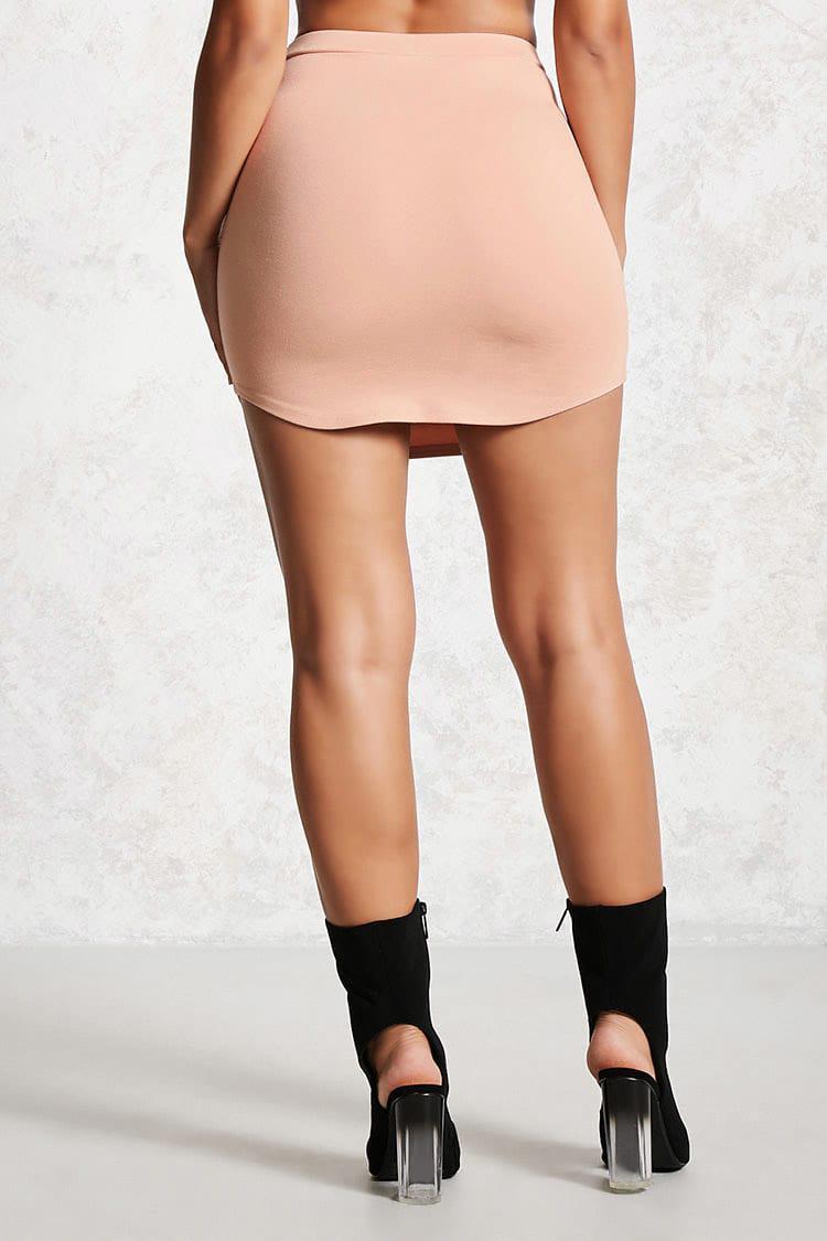 e7c18d3f3 Minifalda bajo curvado de mujer