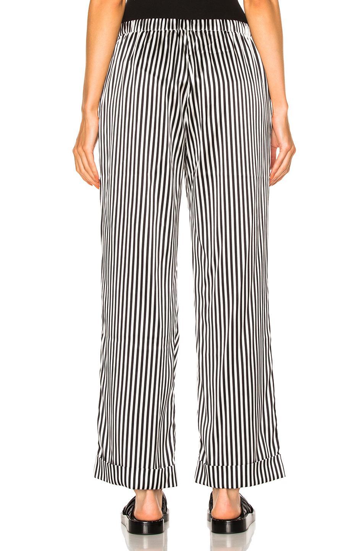 YOLKE Silk Stripes Classic Set in Black & White (Black)