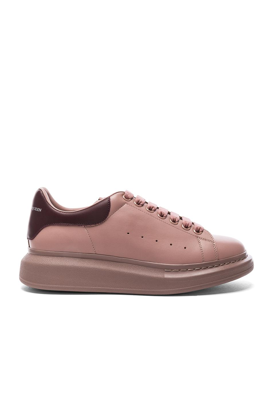 20e46bcb74ca01 Lyst - Alexander mcqueen Leather Platform Low Top Sneakers .