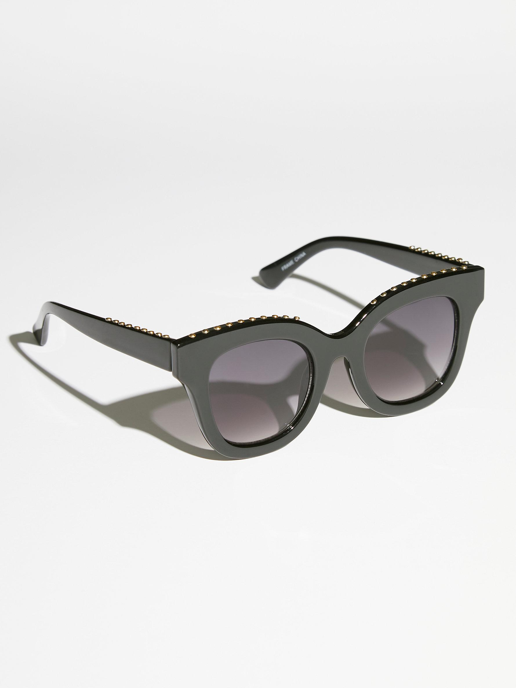 Free People Study Buddy Sunglasses in Black