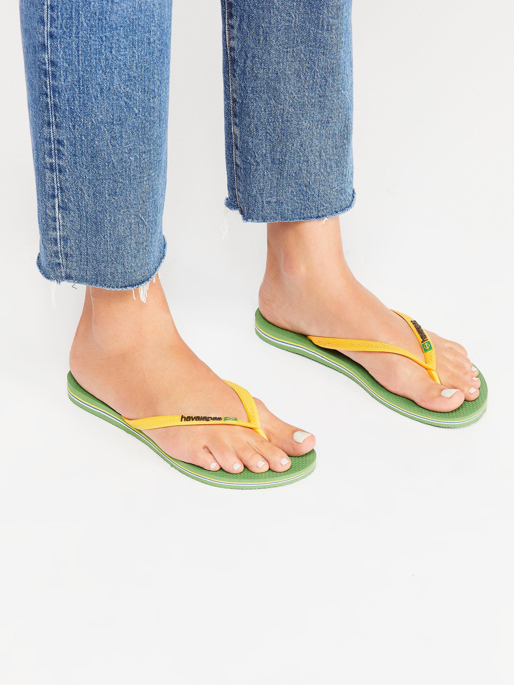 f62b9e5efff8 Lyst - Free People Slim Brazil Sandal By Havaianas in Green