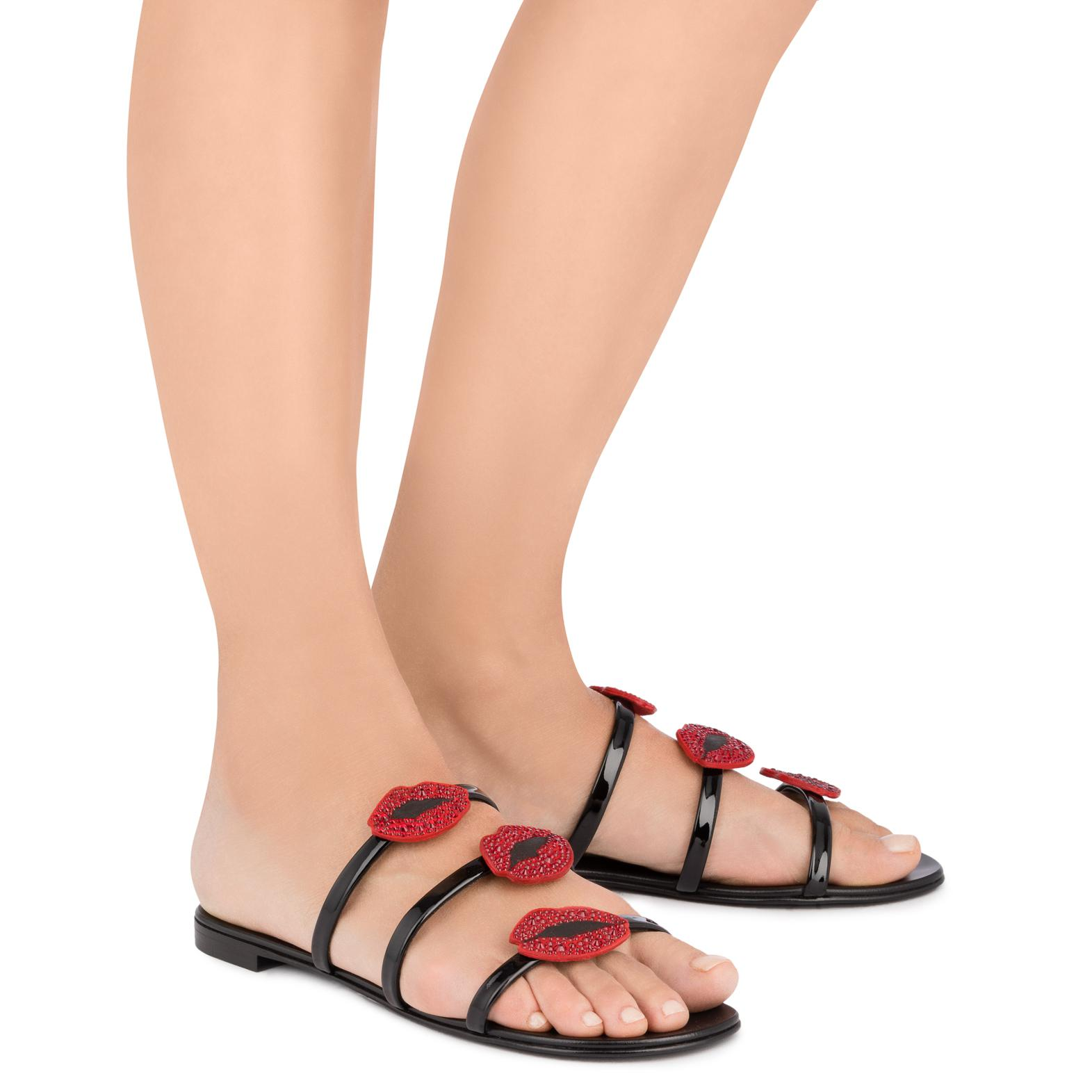 Giuseppe Zanotti Patent flat sandal with three straps and mouths ANYA BOUCHE 1E30oOJftc