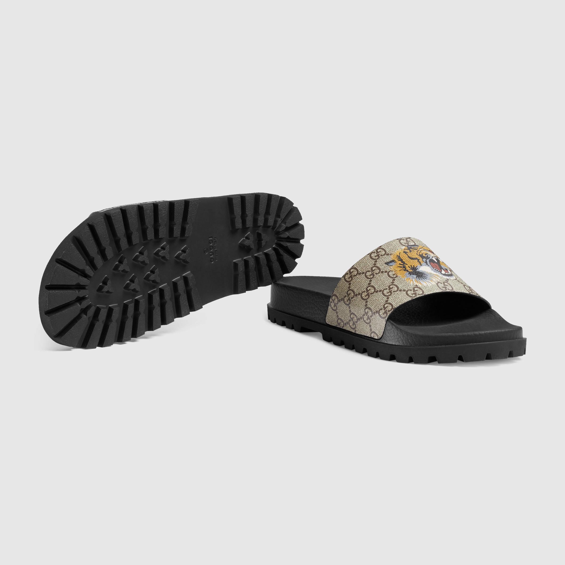 Lyst Gucci Gg Supreme Tiger Slide Sandal