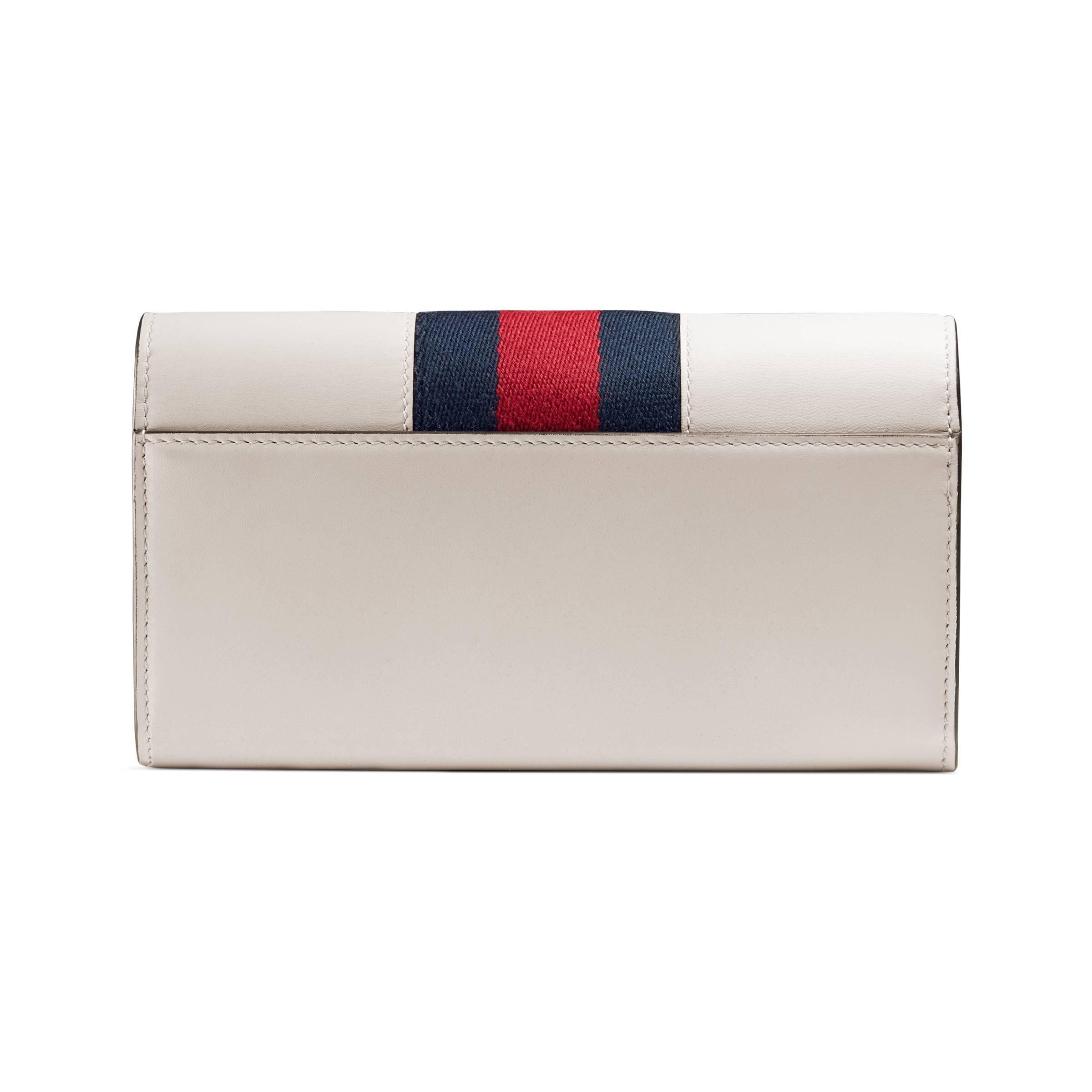 96b4bcbfe68 Gucci - White Portefeuille Continental Sylvie en cuir avec broderies -  Lyst. Afficher en plein écran