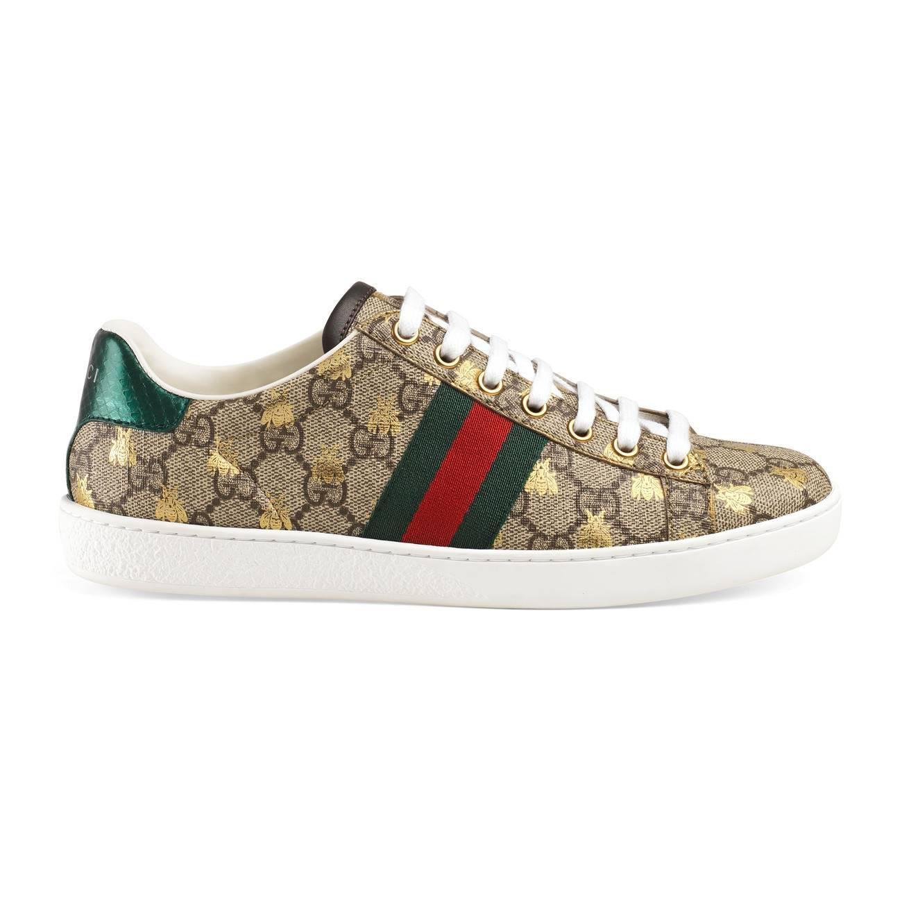835fd75ca Gucci Ace GG Supreme Sneaker With Bees in Red - Lyst