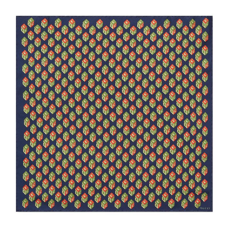 Lyst - Carré de soie pour pochette à imprimé GG Wallpaper Gucci pour ... 8453110c7e7