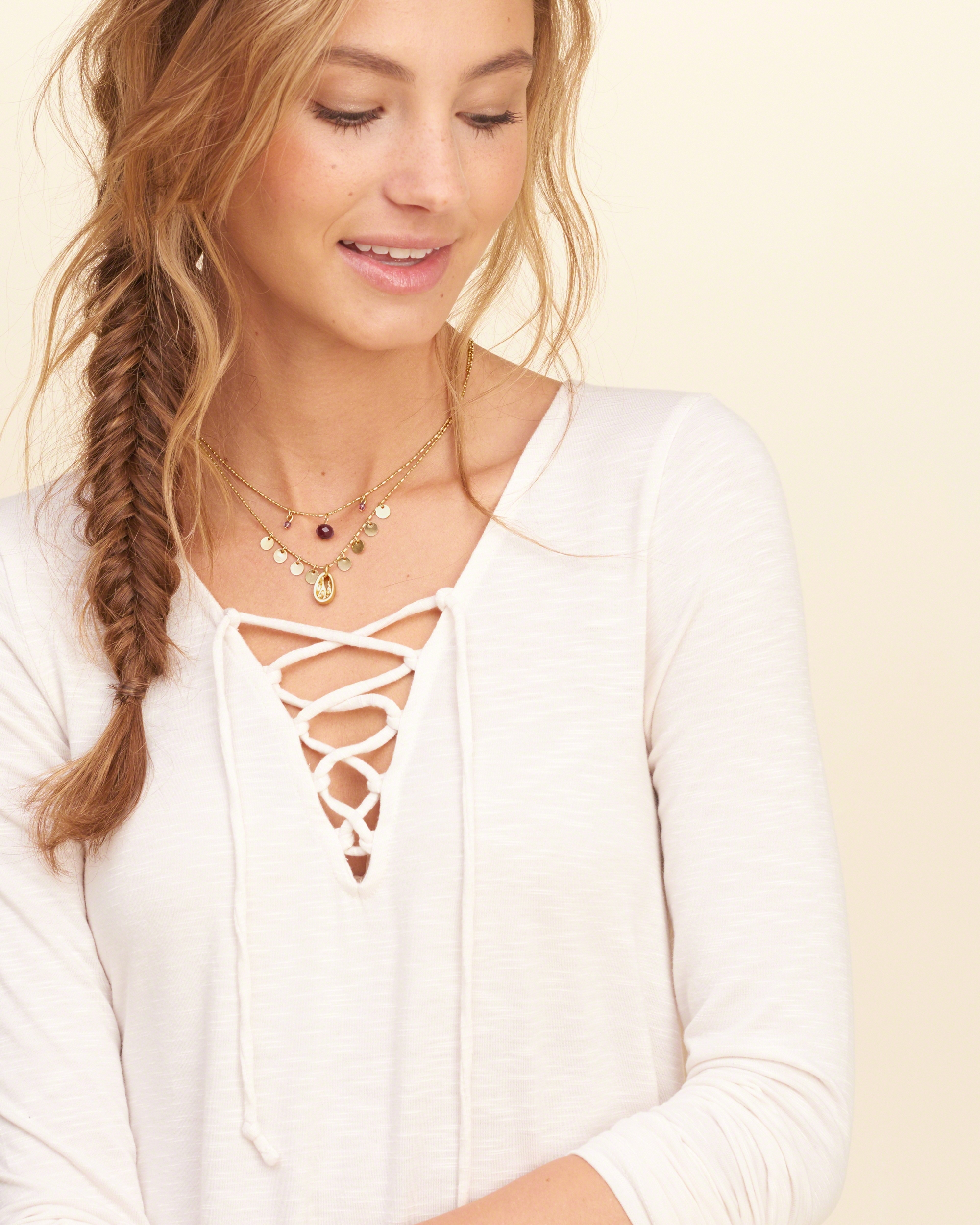 Hollister Shell Charm Necklace in Gold (Metallic)