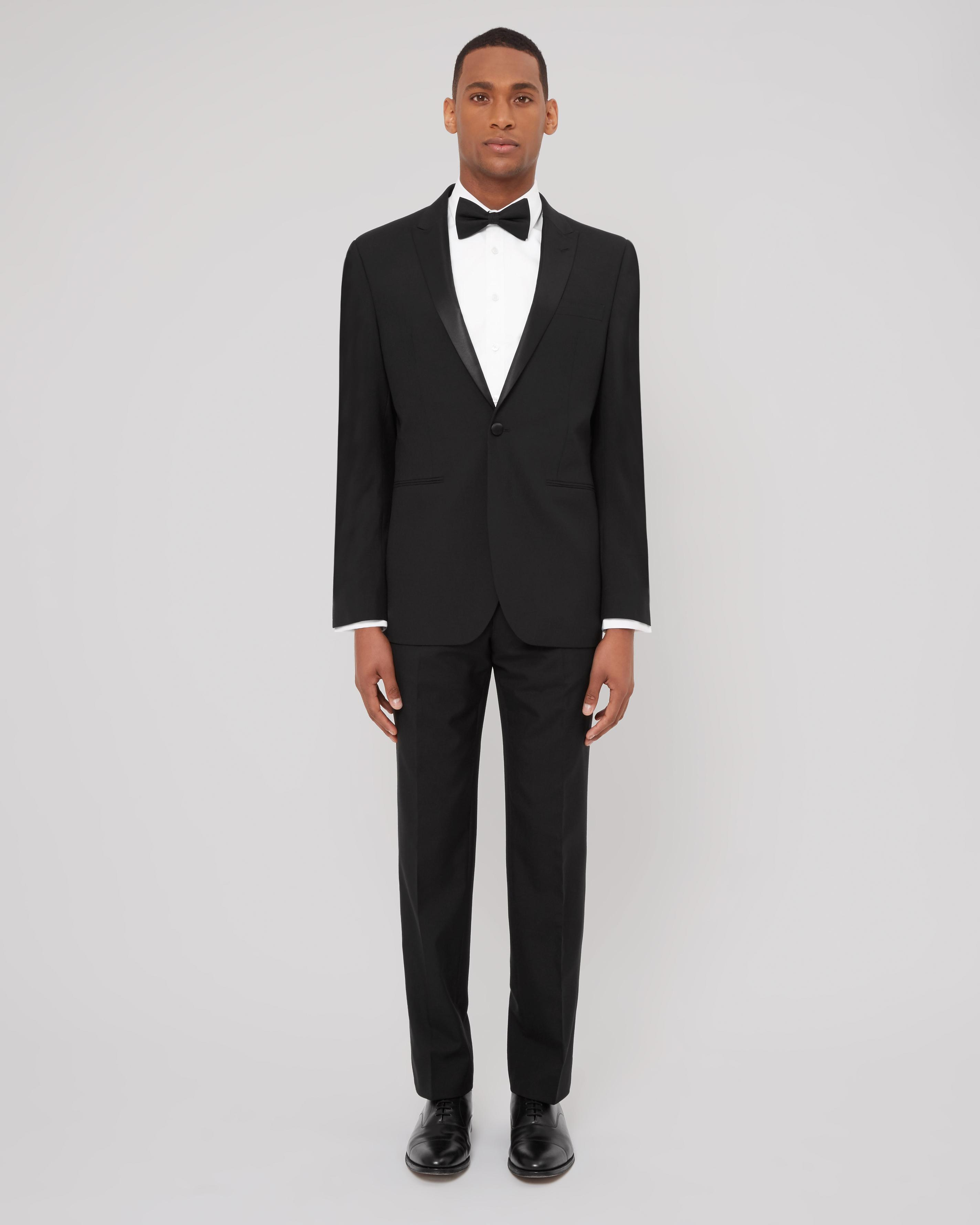 Traditional black-tie Lowland dress is a variant of the normal black tie that includes tartan trews rather than the usual trousers and may include a suitable kilt jacket instead of the dinner jacket. Trews are often worn in summer and warm climes.