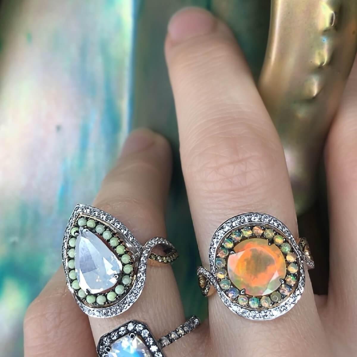 Joke Quick Twilight Entourage Ring With Ethiopian Opal And Diamonds in Metallic