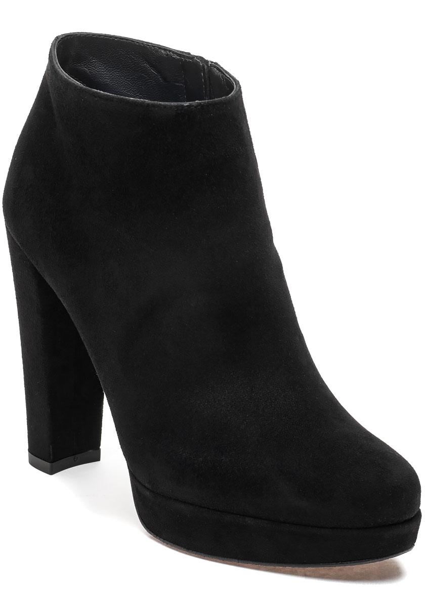 bf8c42c6a711 Stuart Weitzman Gran Suede Ankle Boots in Black - Lyst