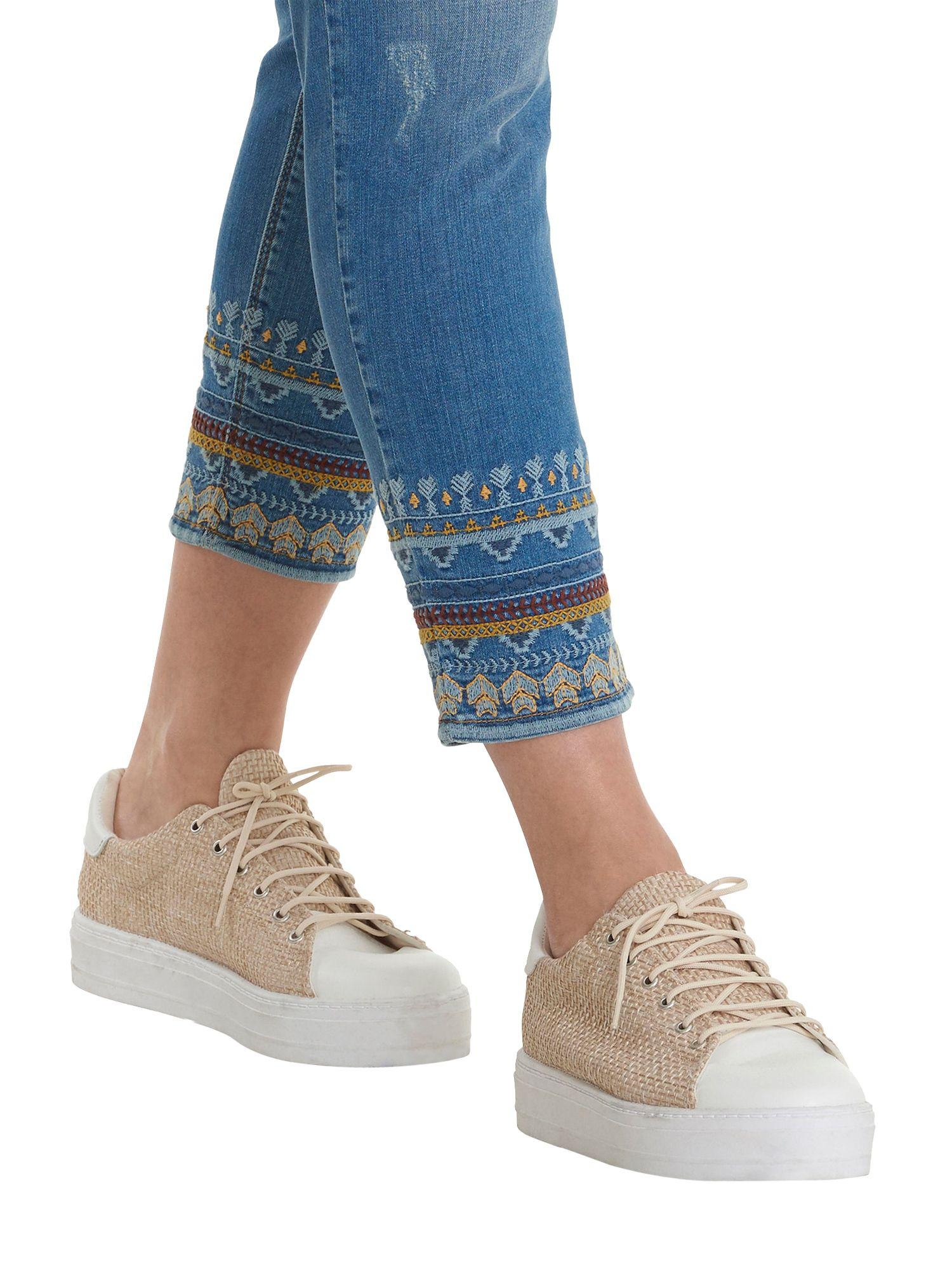 Betty Barclay Denim Cropped Embroidered Jeans in Light Blue (Blue)