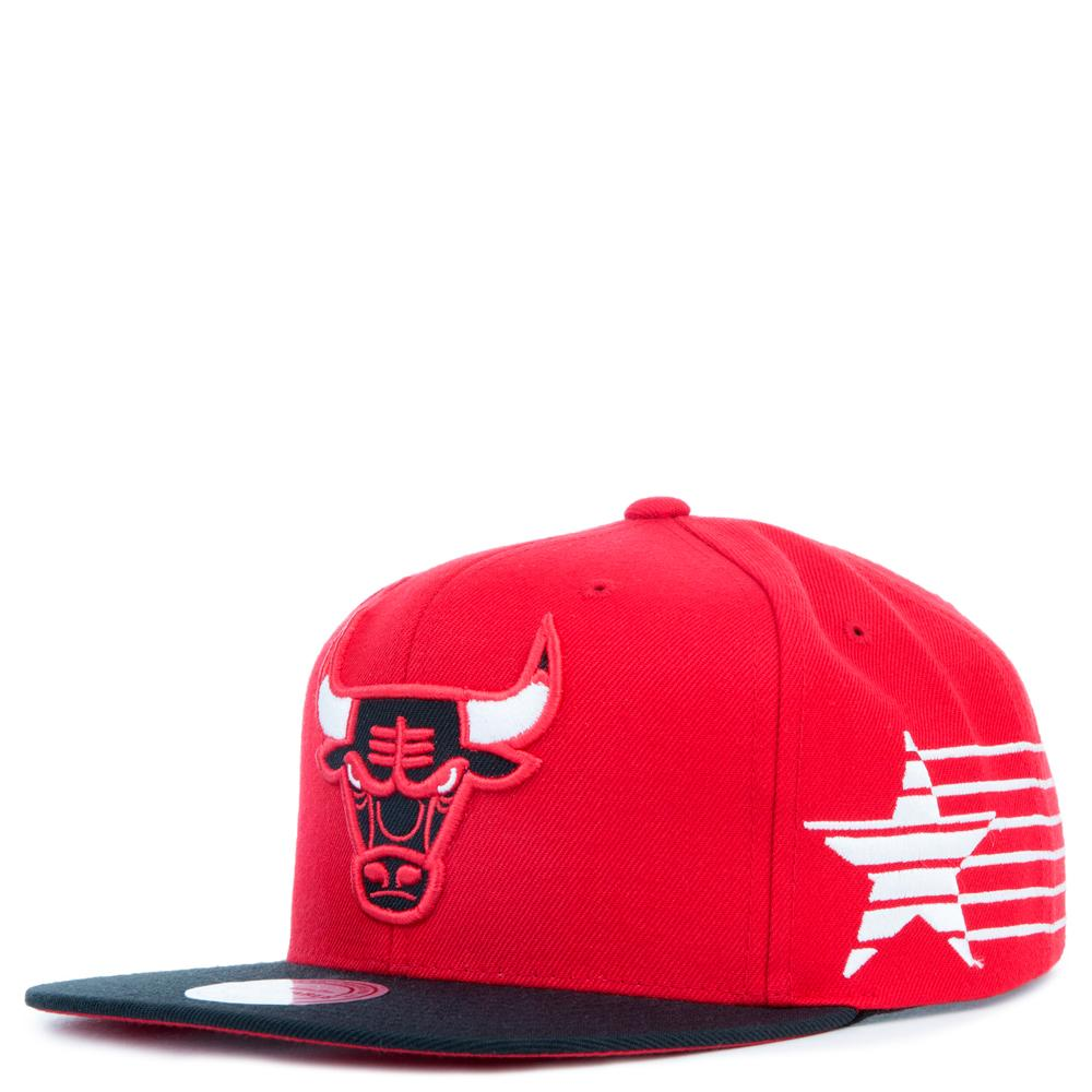 more photos f9964 77a90 Mitchell   Ness. Men s Red Chicago Bulls Snapback