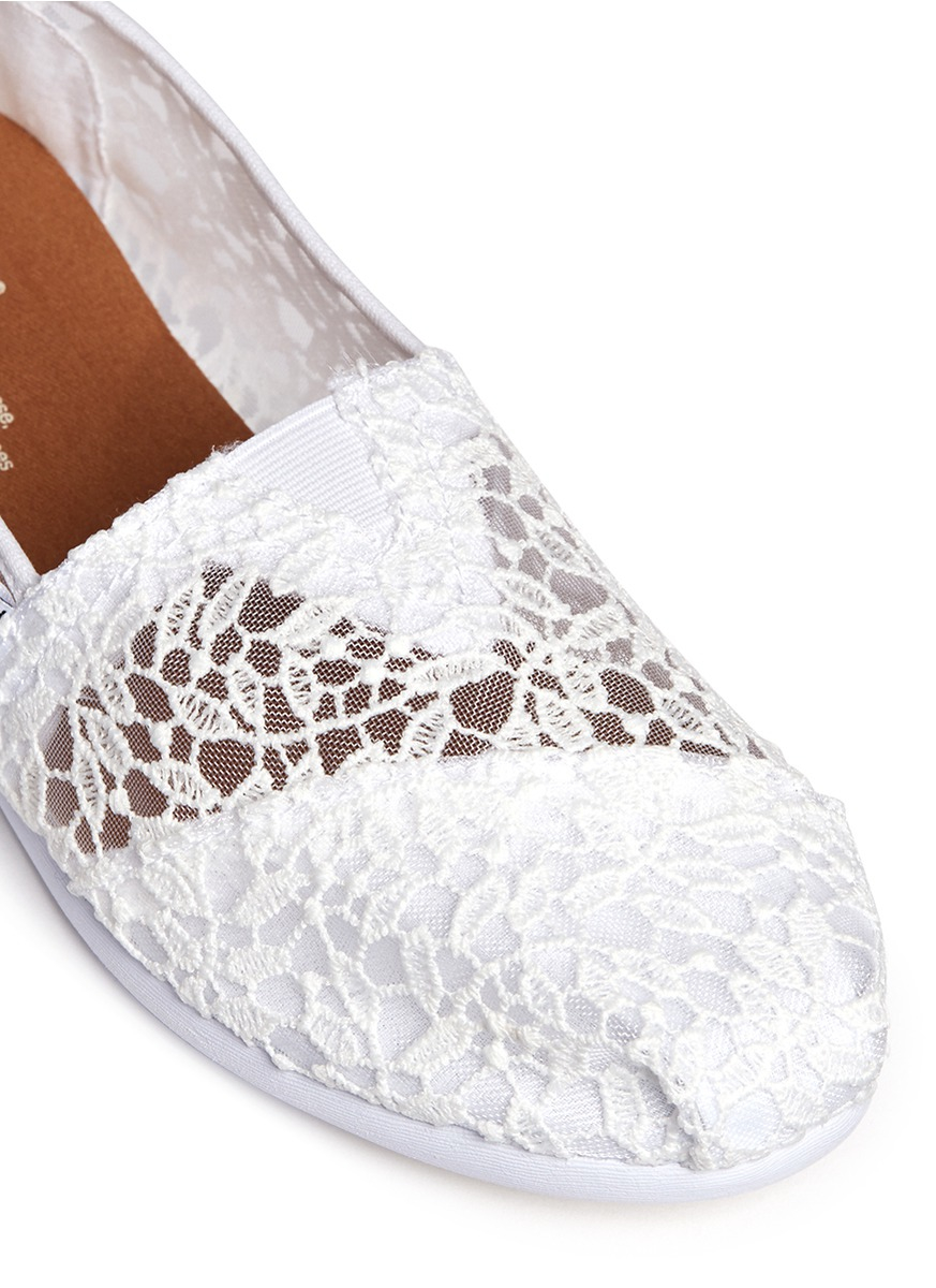 336146321a70 Lyst - TOMS Classic Lace Leaves Slip-ons in White