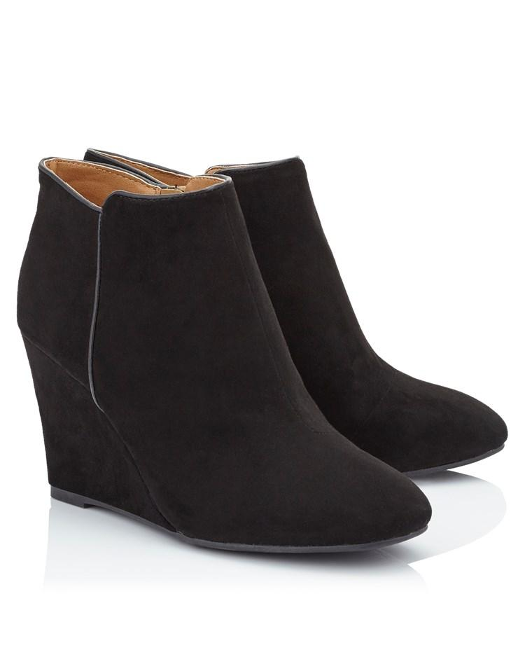 quiz qupid suedette wedge ankle boots in black lyst