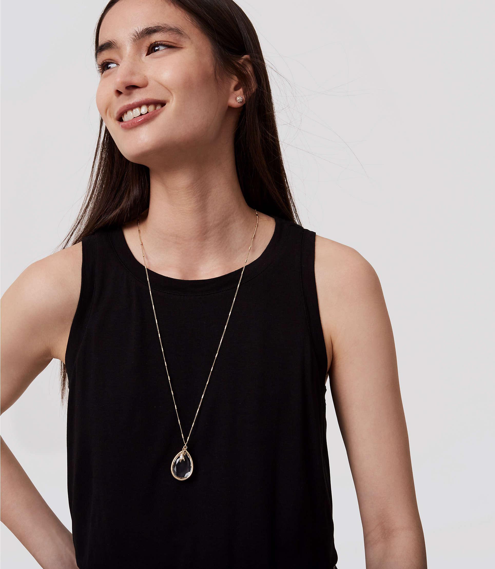 LOFT Crystal Bee Pendant Necklace in Gold (Metallic)