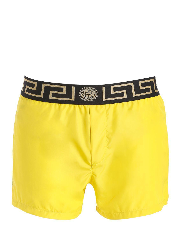 67c757b3d5 Short de bain en nylon avec logo Versace pour homme en coloris Yellow