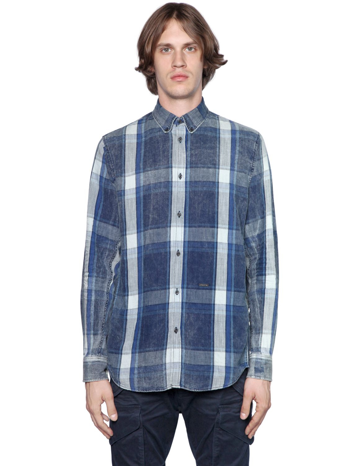 At Express, we have men's casual shirts that are relaxed enough for a weekend around the house, yet sharp enough to still look great out and about. With so many styles of shirts, including short sleeve, long sleeve, and pull overs, there is something for every taste.