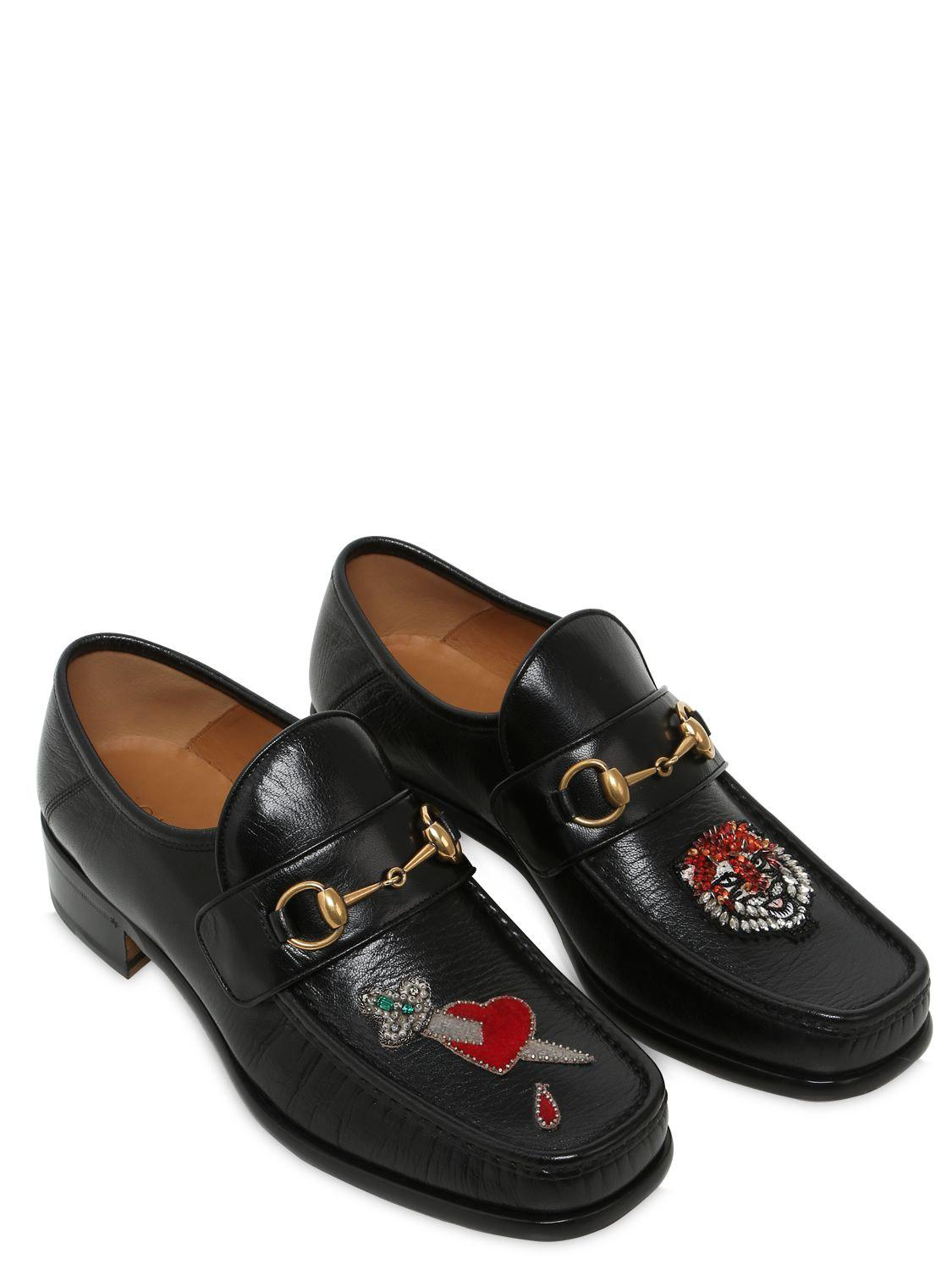 Gucci VEGAS EMBROIDERED PATCH LEATHER LOAFERS nC15QXav