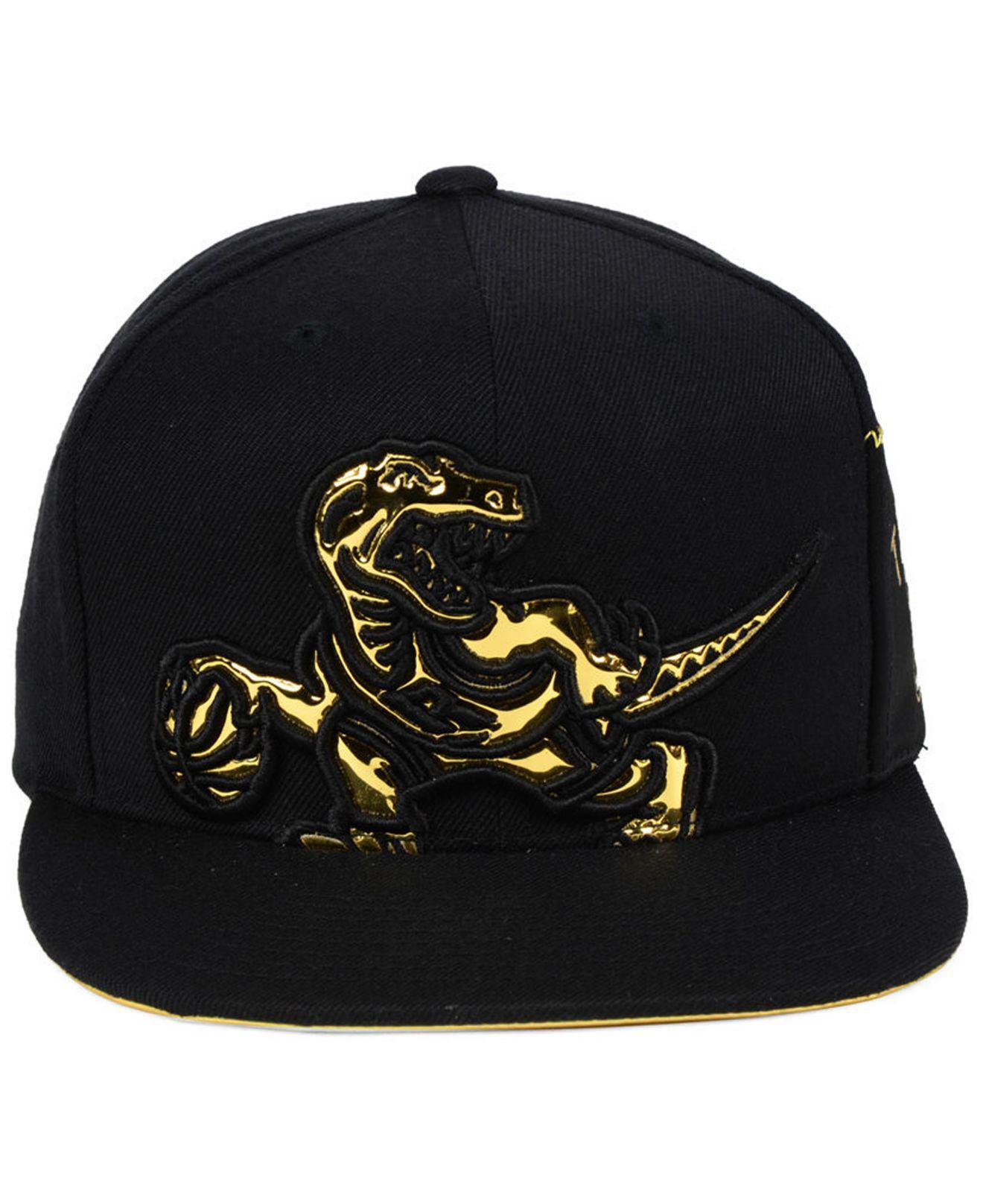 b7a7d7d43a794 Mitchell & Ness Black Toronto Raptors Patent Cropped Snapback Cap for men