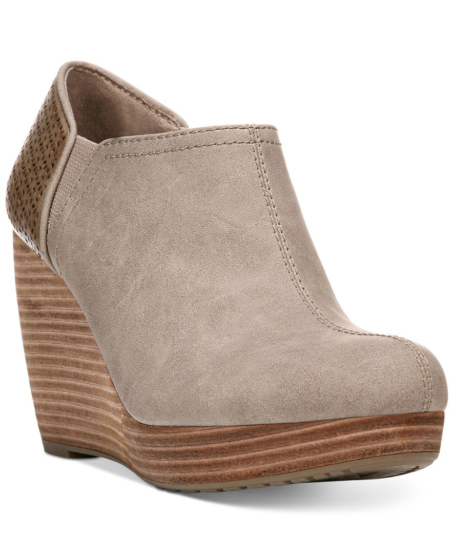 Women's Wedge Booties Slip into a pair of affordable wedge booties from JustFab the next time you and your best friends hit the town. Our wedge heel booties are cute and inexpensive, so whether you're headed to a wine bar or the theater, you'll have a style that will fit right in. Pair black lace up wedge booties with skinny jeans or pull on a pair of platform wedges with your shortest mini skirt.