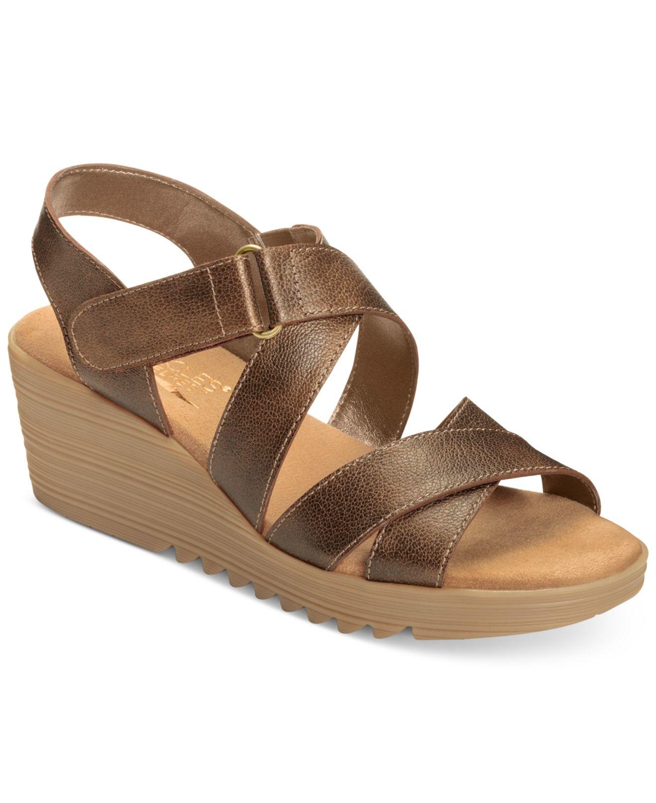 aerosoles handbog wedge sandals in brown bronze leather