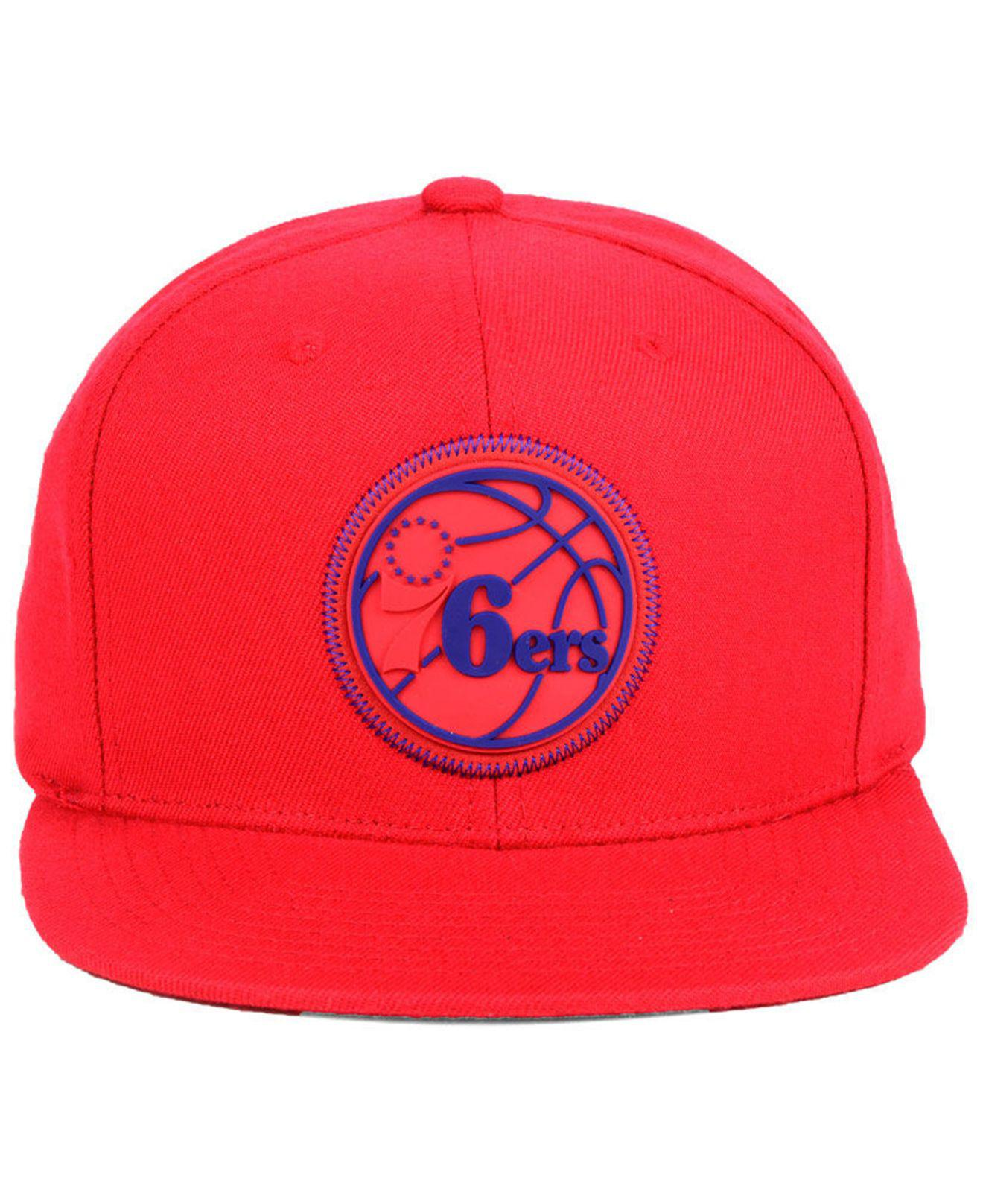 finest selection 6d597 cffd8 Mitchell   Ness Philadelphia 76ers Zig Zag Snapback Cap in Red for ...