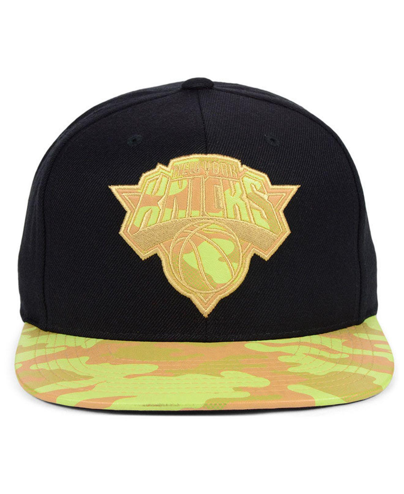 cheap for discount 7c5c5 4e7b3 Lyst - Mitchell   Ness New York Knicks Natural Camo Snapback Cap in Black  for Men