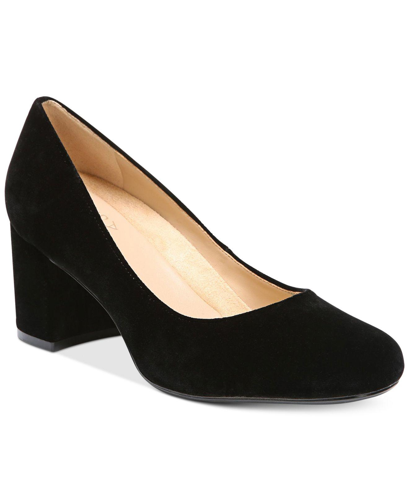 4db762a307e Lyst - Naturalizer Whitney Pumps in Black