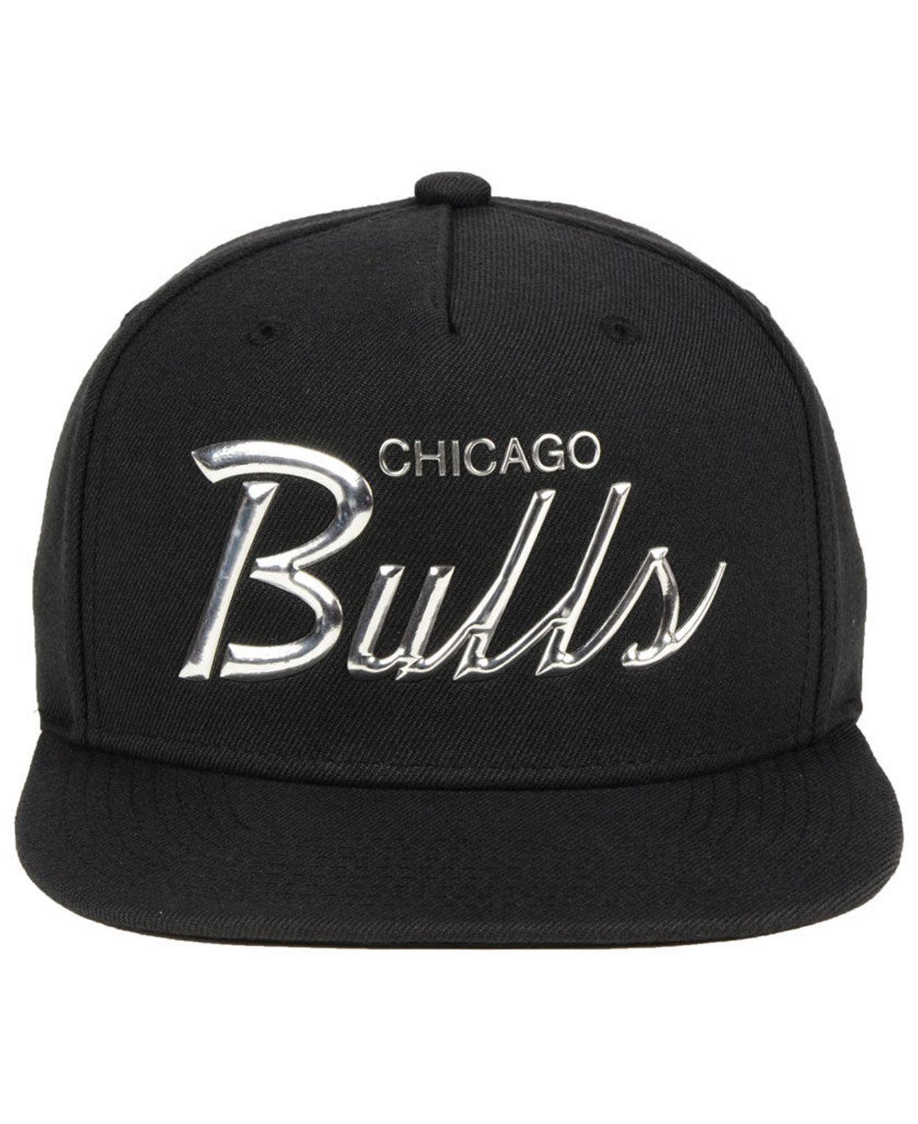 online retailer 368a1 215ad Lyst - Mitchell   Ness Chicago Bulls Metallic Tempered Snapback Cap in  Black for Men