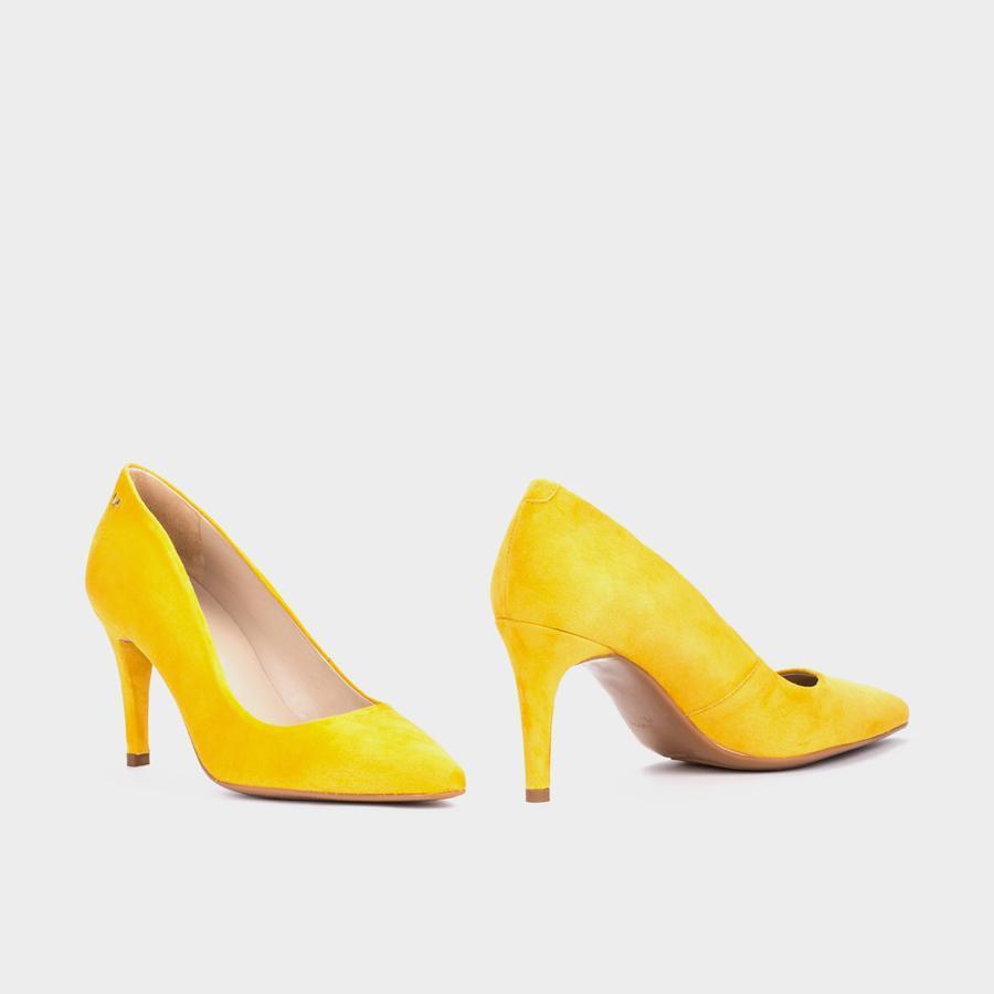 Selena Martinelli de color Amarillo