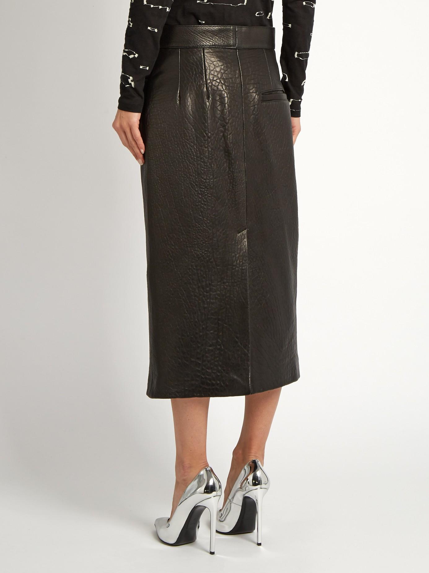raey tumbled leather midi pencil skirt in black lyst