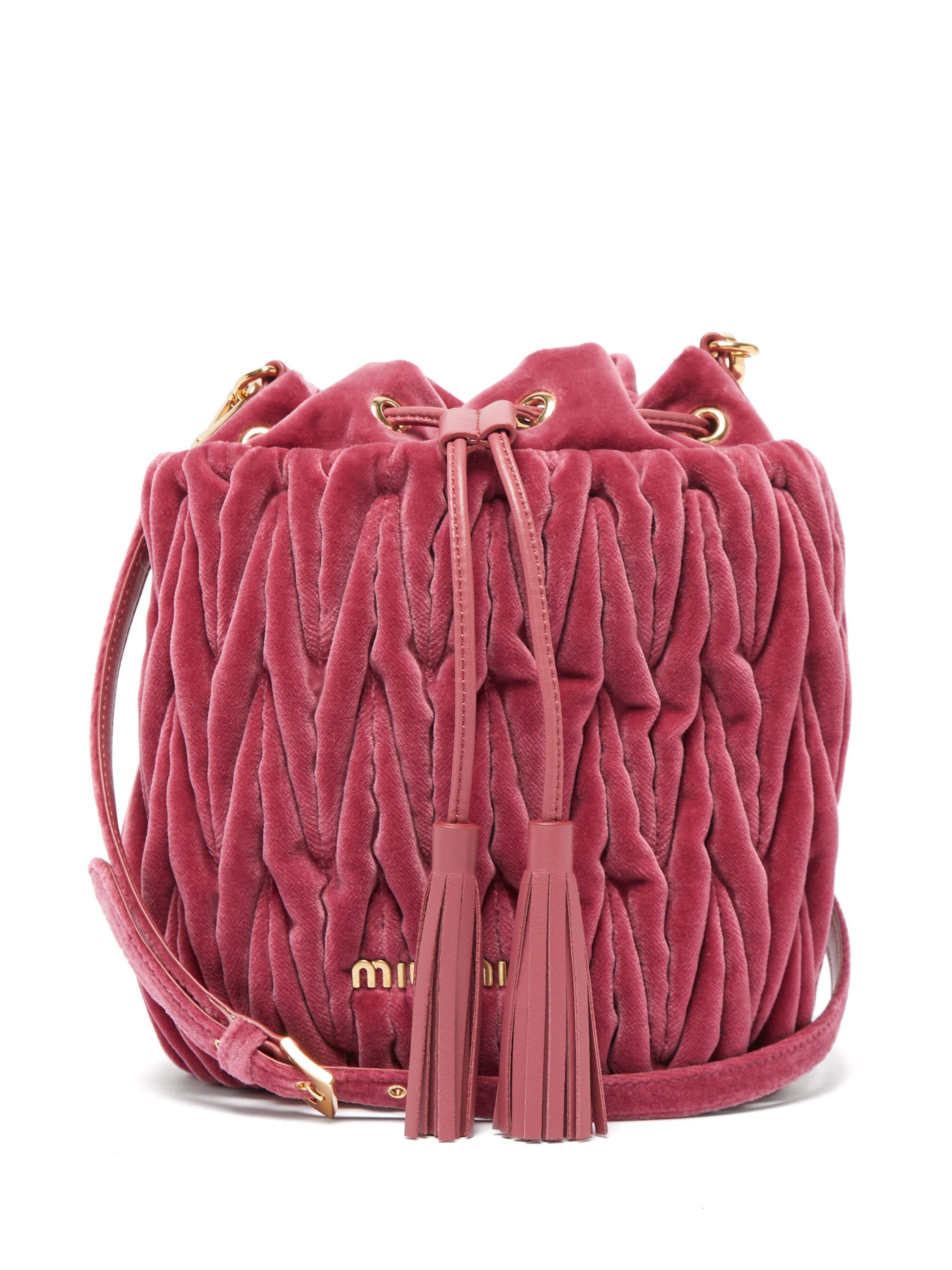 6f288fcc9fe4 Miu Miu Matelassé Quilted Velvet Bucket Bag in Pink - Lyst