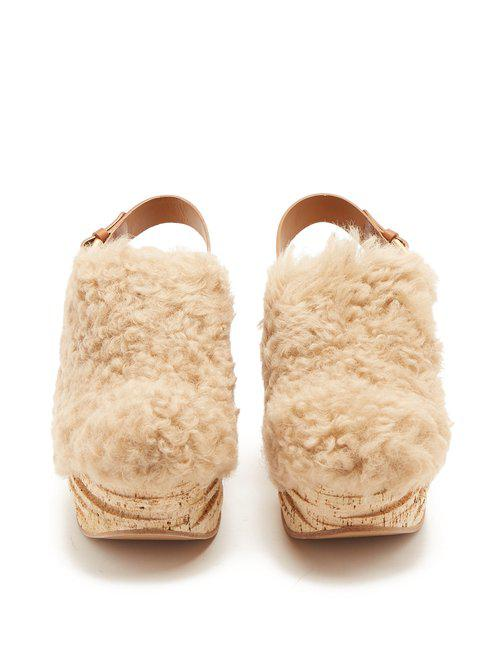 478281a473b Chloé Camilla Shearling Wedge Sandals in Natural - Lyst