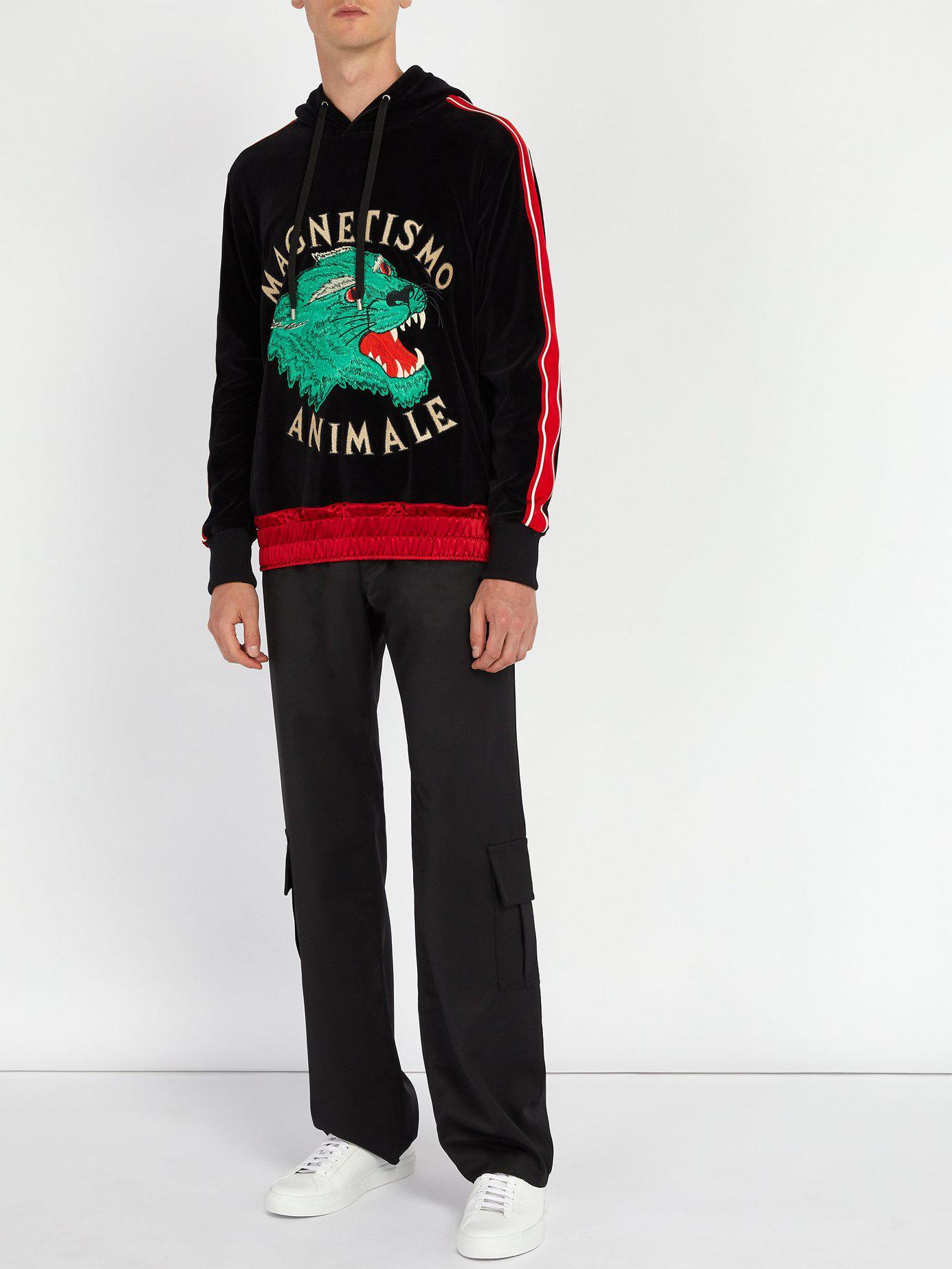 e4d927d7fd7 Lyst - Sweat-shirt à capuche en velours à appliqué tigre Gucci pour ...