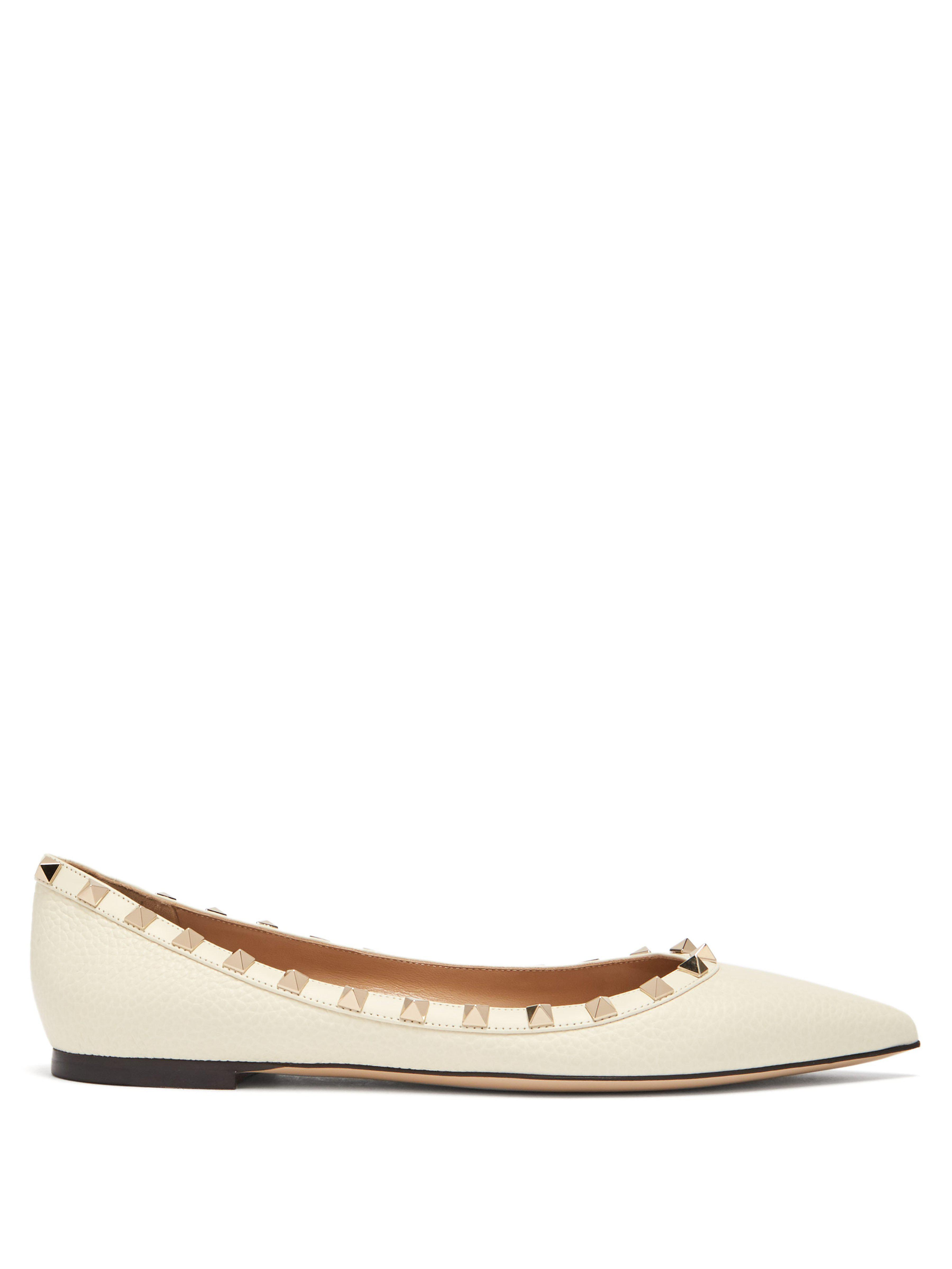 c166563a4edd Valentino Rockstud Grained Leather Flats in White - Lyst