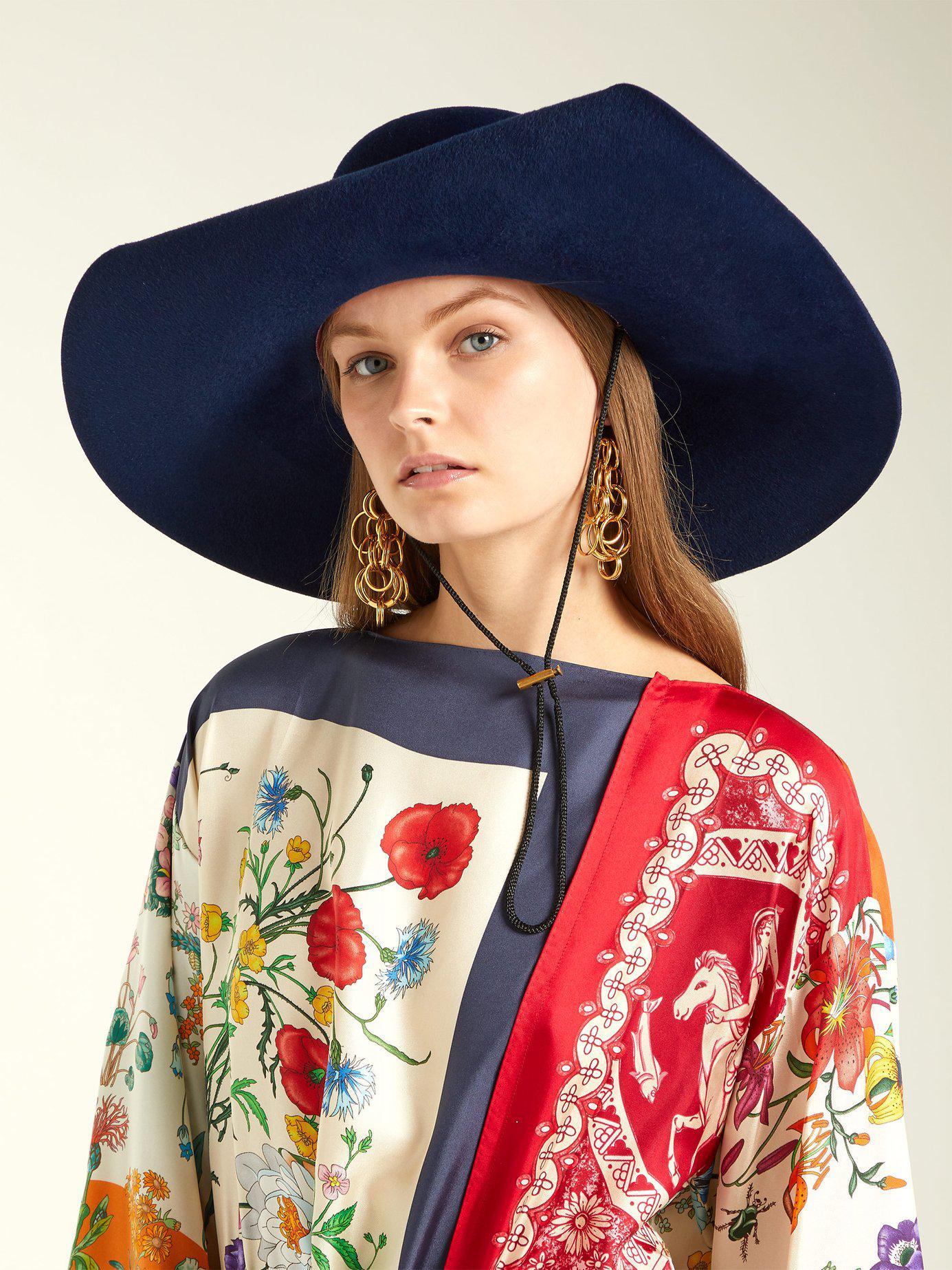 e03a1722c11a1 Lyst - Gucci Aria Flower Appliqué Felt Hat in Blue