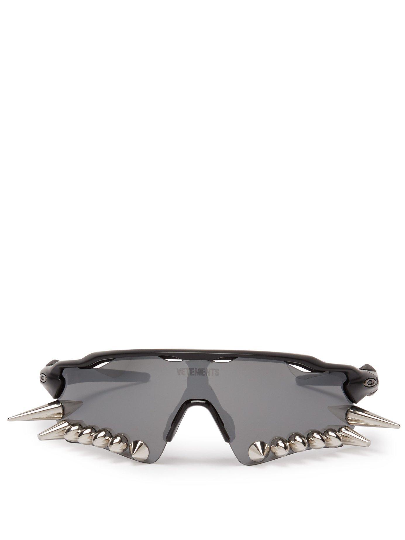 7156c861d3 Lyst - Vetements X Oakley Spikes 400 Sunglasses in Black
