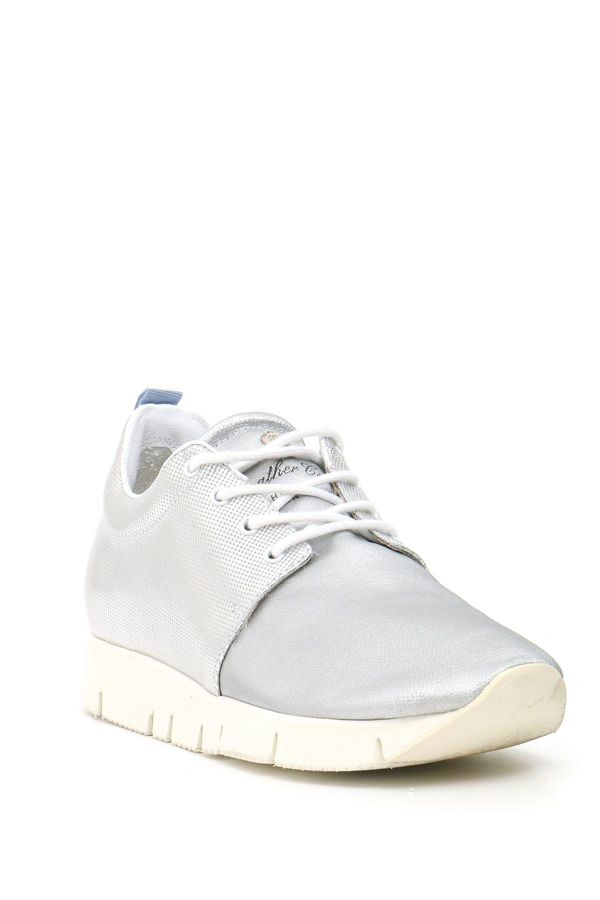 Leather Crown Leather Sneakers in Silver (Metallic)