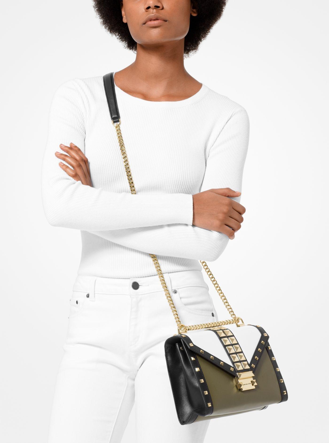 Grand sac porté épaule Whitney convertible en cuir clouté tricolore