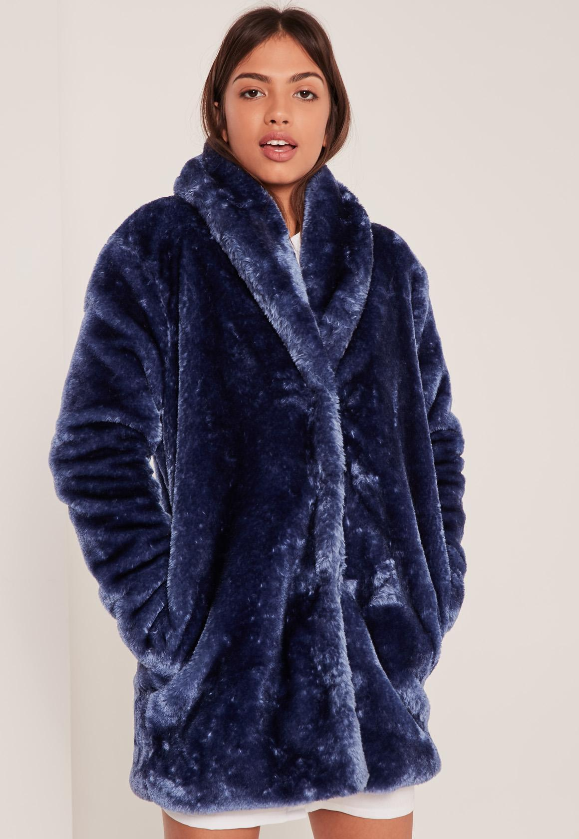 Woven padded fabric Hood with detachable faux fur trim Long sleeve ribbed cuff Tape side Front zip pockets Zip front fastening.