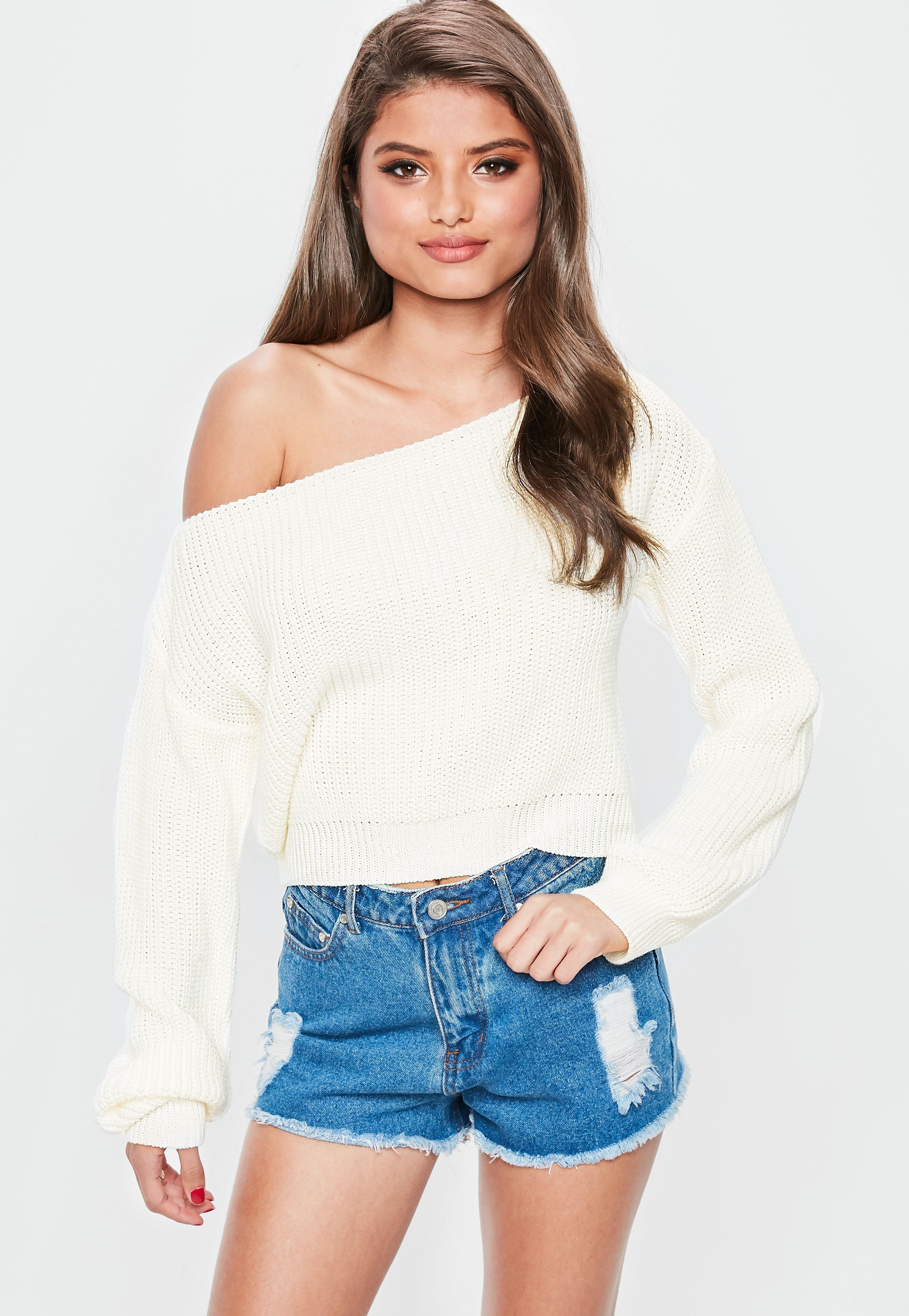 20c39bc1727 Missguided Cream Off Shoulder Cropped Knitted Jumper in Natural - Lyst
