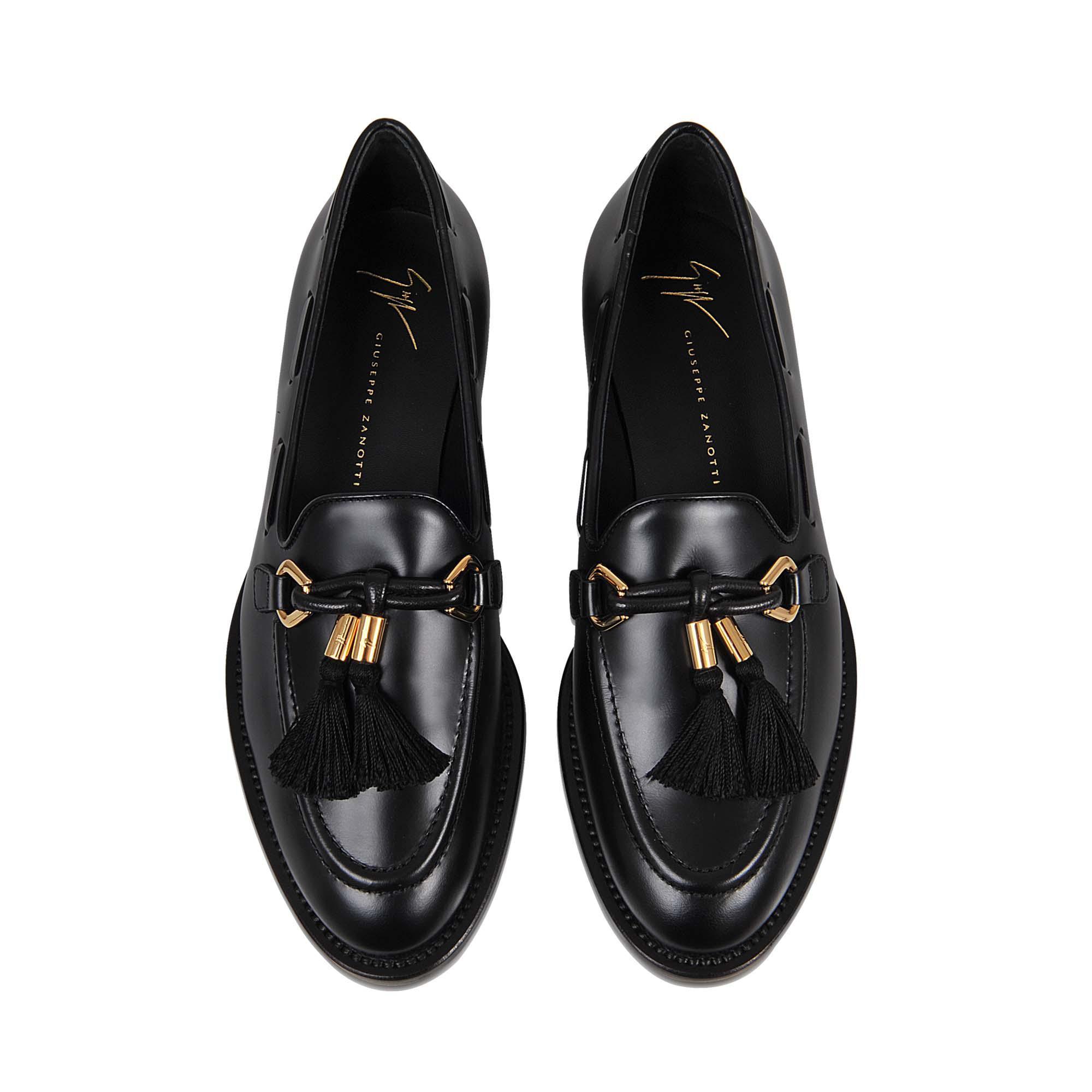 nouveaux styles 3b640 50157 Mocassins avec pompons Giuseppe Zanotti en coloris Black