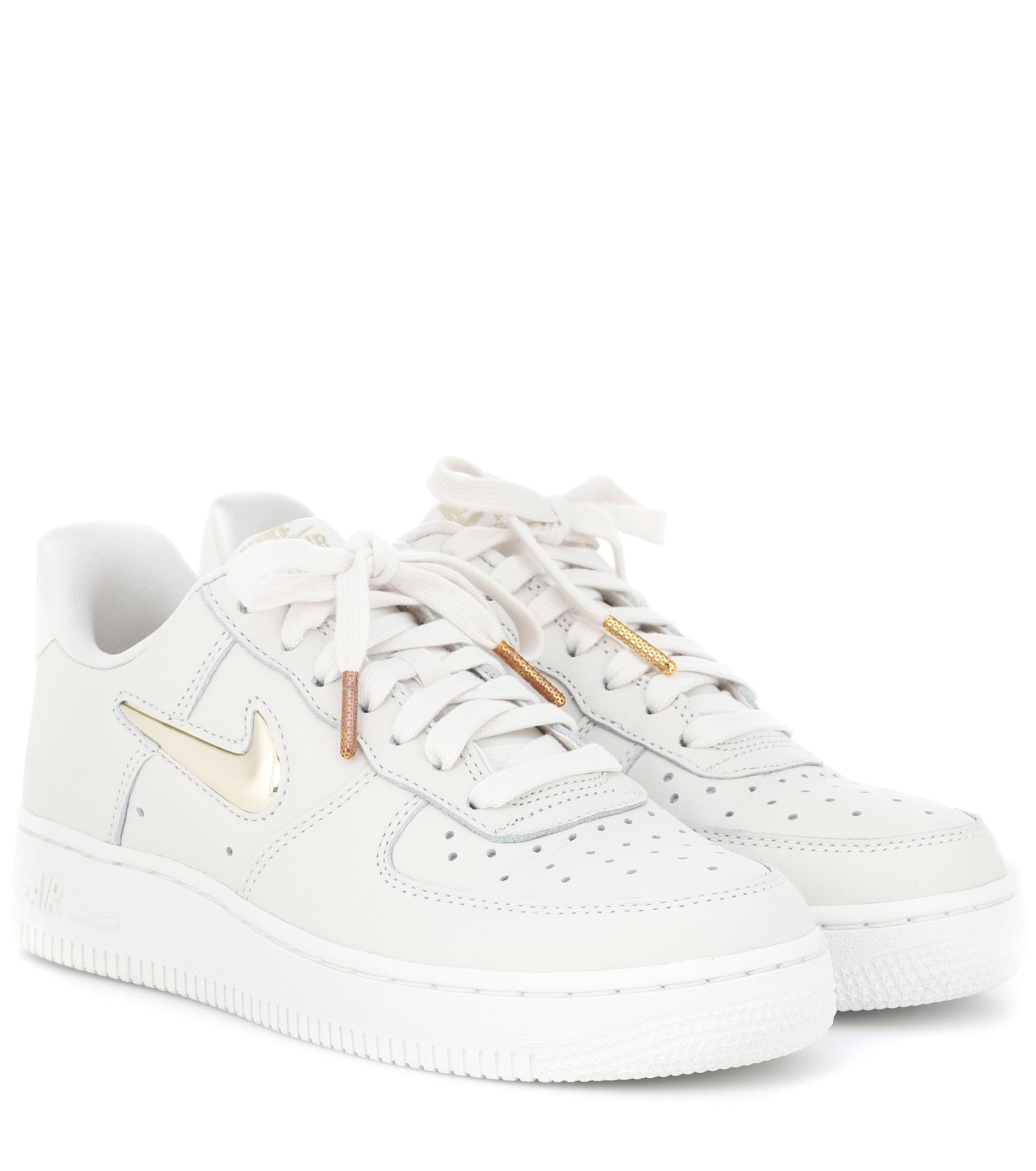the best attitude 5dde9 adc1e Gallery. Previously sold at  Mytheresa · Women s Nike Air Force