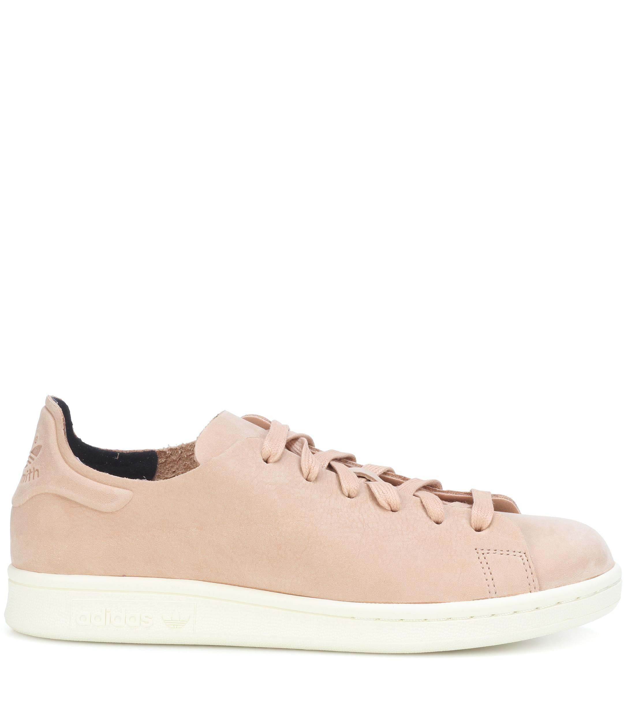 chaussures de sport 4384b 0418f Women's Natural Stan Smith Nubuck Leather Sneakers