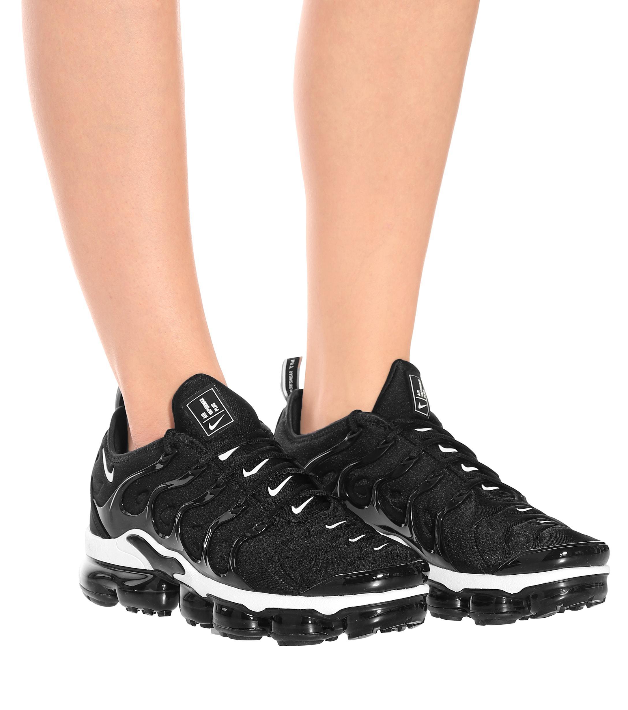 Nike Air Vapormax Plus Sneakers in Black/White (Black) - Lyst