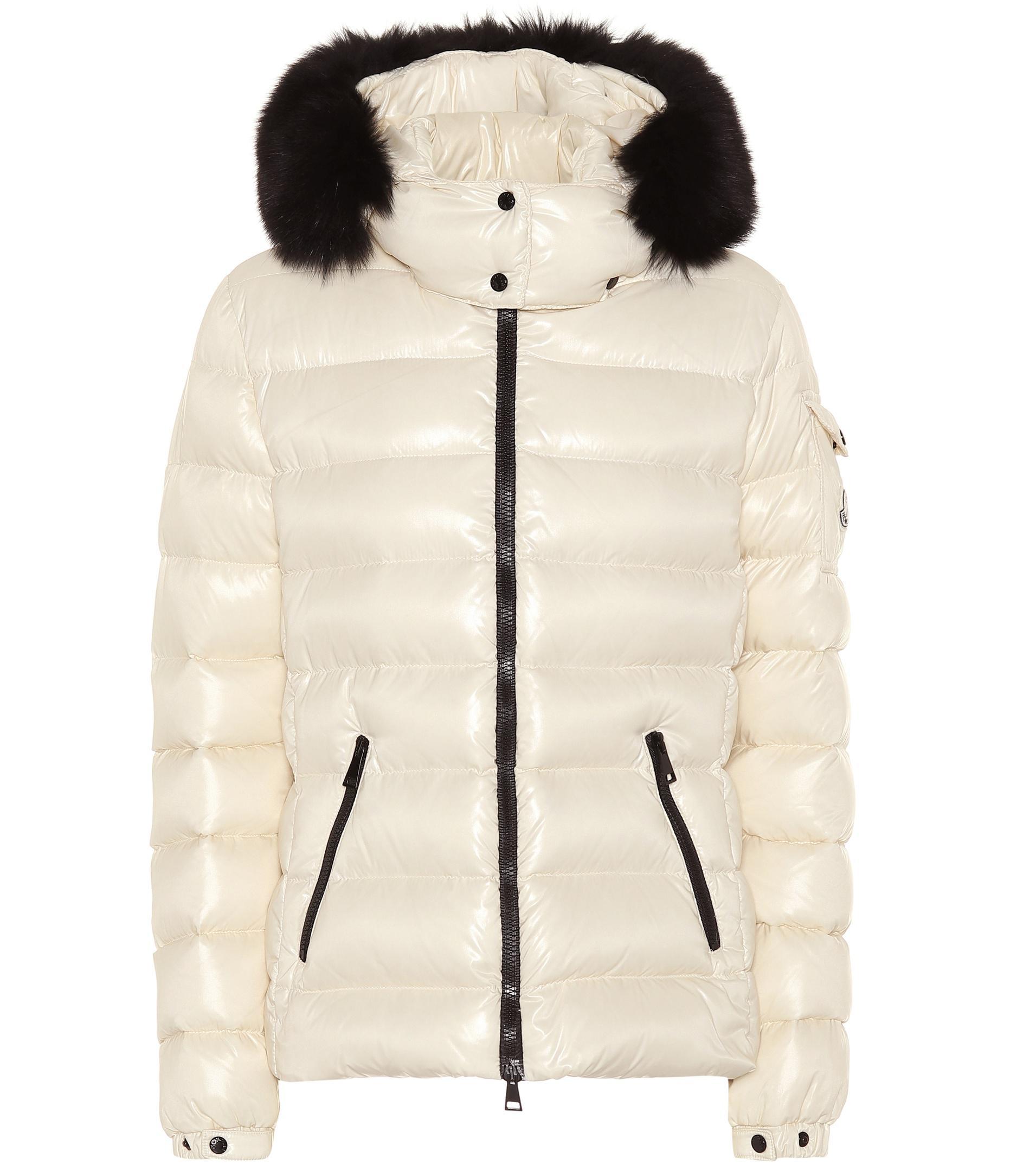 Lyst - Veste doudoune à capuche et fourrure Moncler en coloris Blanc 1a8ca72a84e