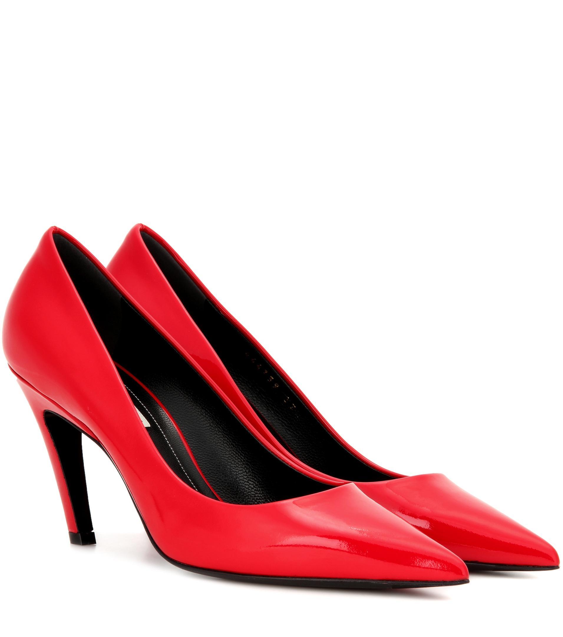 Subjetivo Pensionista Olla de crack  Balenciaga Red Shoes Mcdonald   IUCN Water